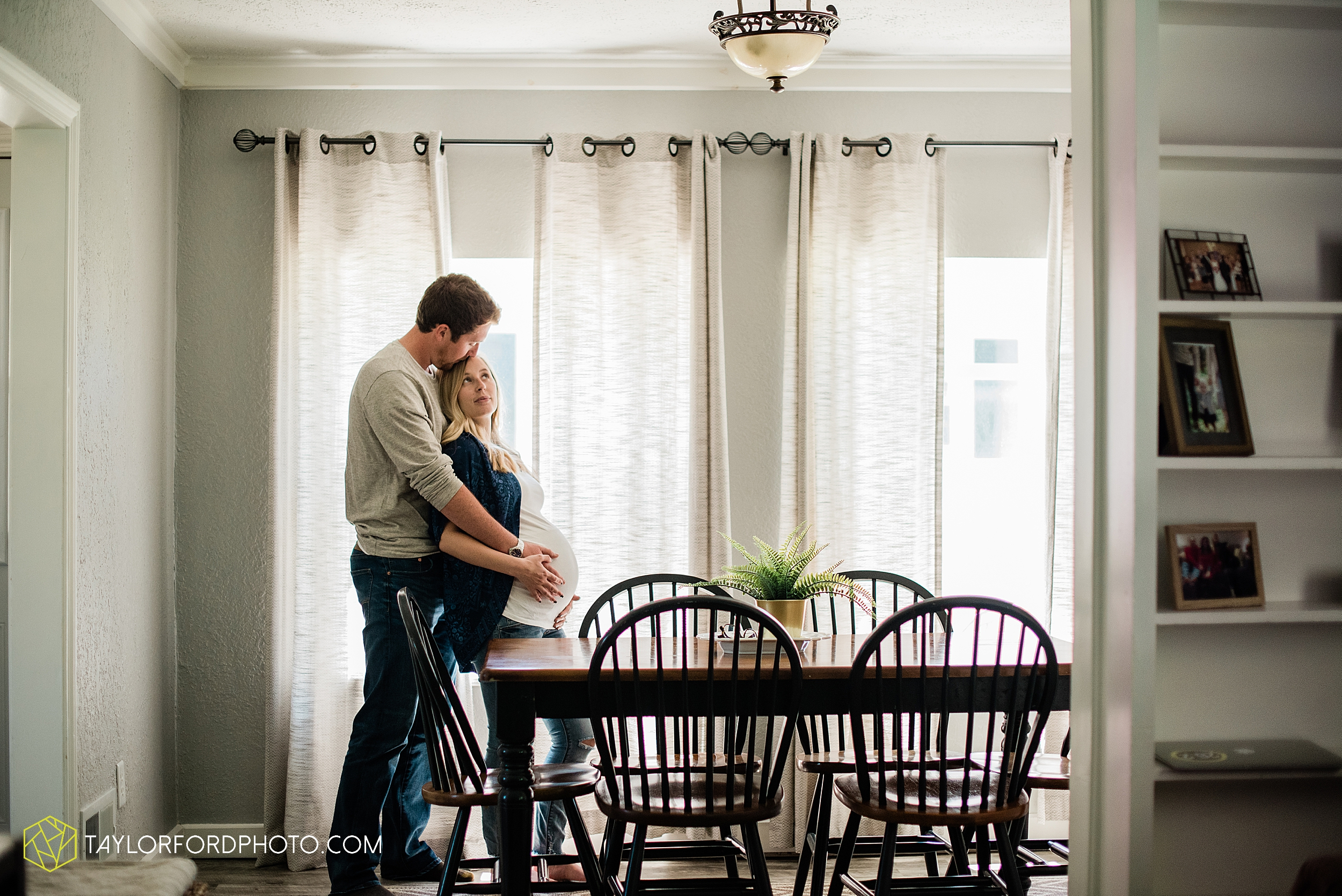 maumee-toledo-ohio-downtown-at-home-maternity-newborn-photographer-photography-taylor-ford-hirschy-photographer_3006.jpg