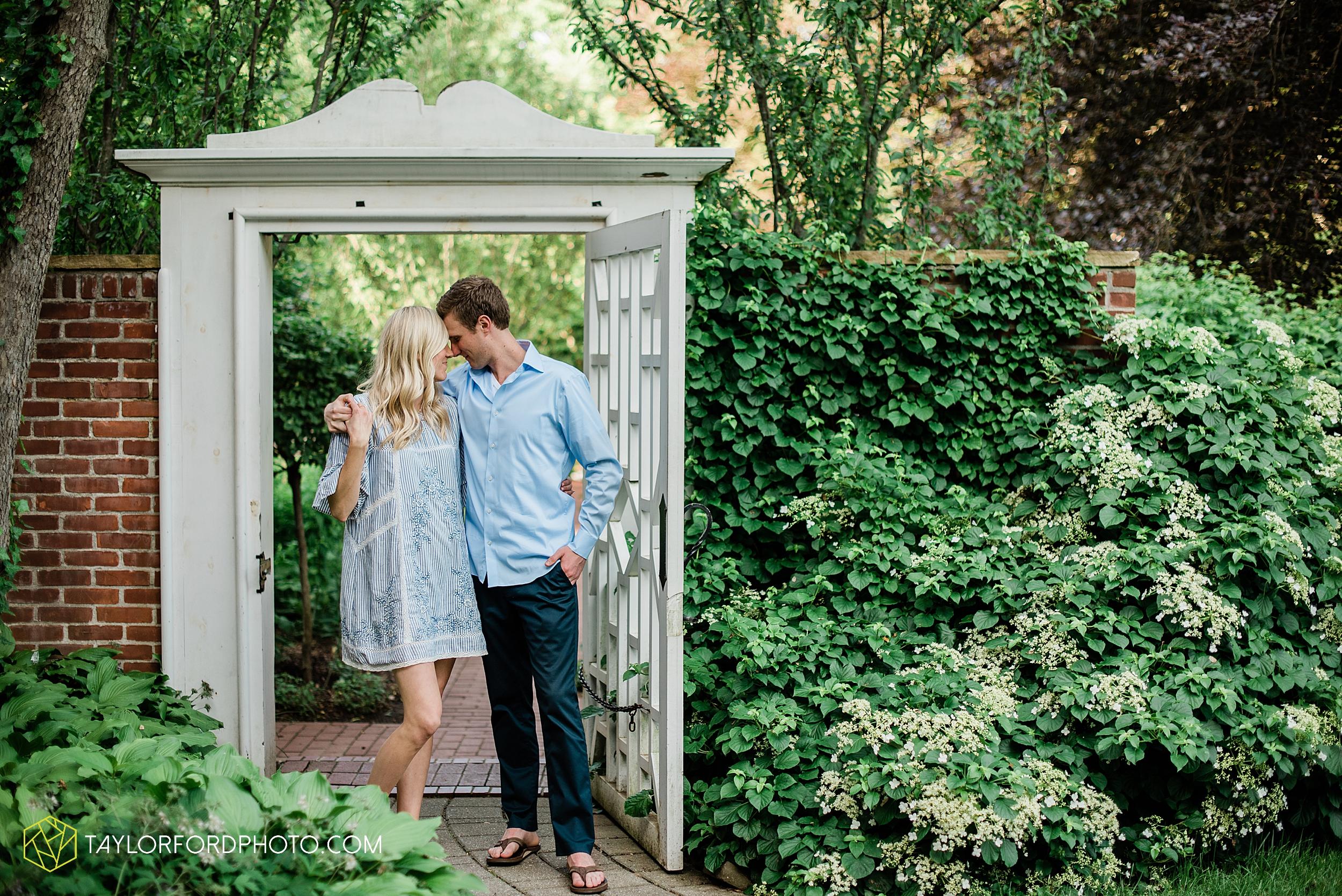toledo-ohio-wildwood-preserve-metropark-manor-house-engagement-photographer-photography-taylor-ford-hirschy-photographer_3128.jpg