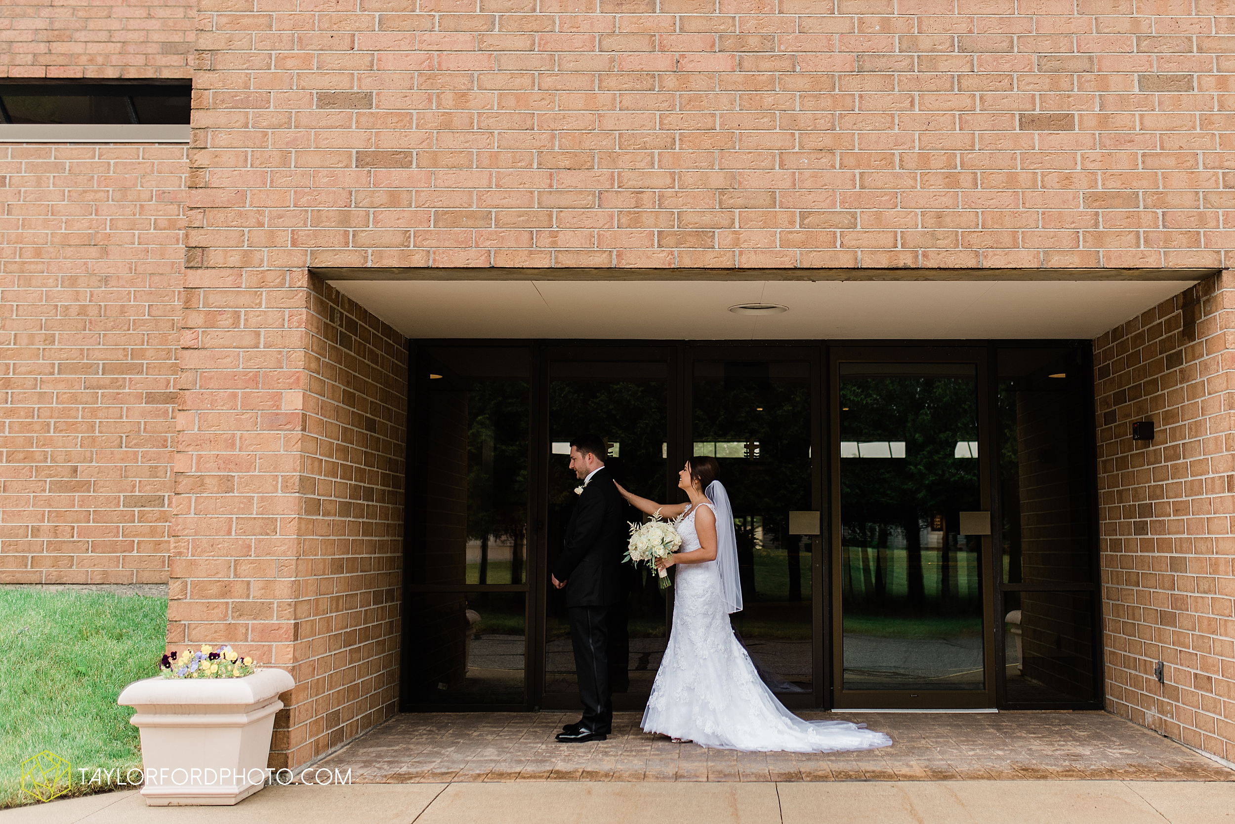 sullivan-st-francis-university-performing-arts-center-usf-saint-charles-borromeo-catholic-church-downtown-fort-wayne-indiana-wedding-photography-taylor-ford-hirschy-photographer_3217.jpg