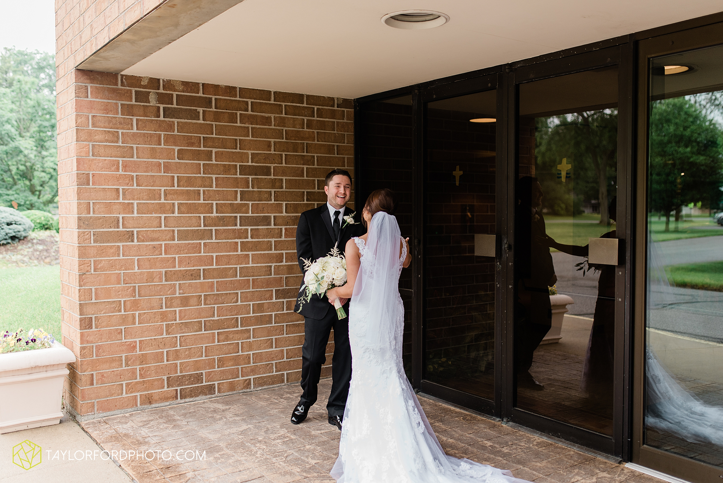 sullivan-st-francis-university-performing-arts-center-usf-saint-charles-borromeo-catholic-church-downtown-fort-wayne-indiana-wedding-photography-taylor-ford-hirschy-photographer_3218.jpg