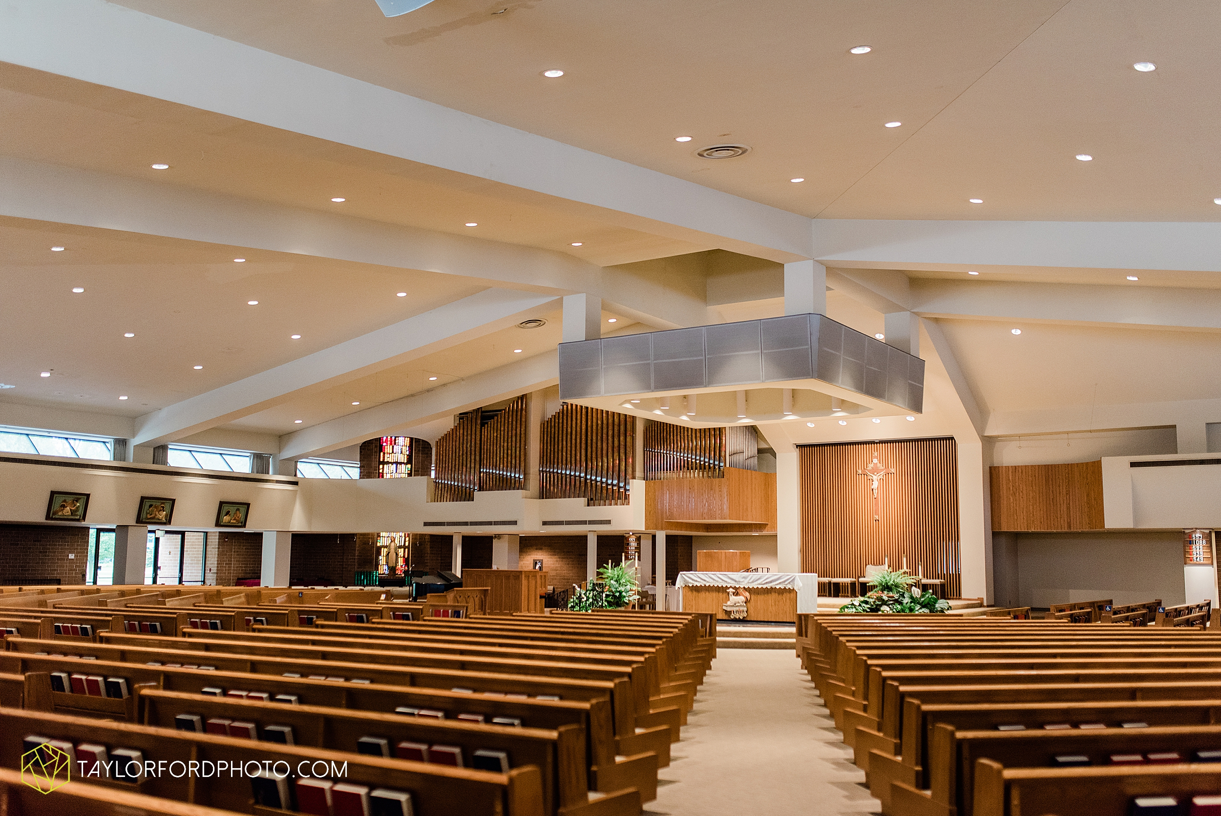 sullivan-st-francis-university-performing-arts-center-usf-saint-charles-borromeo-catholic-church-downtown-fort-wayne-indiana-wedding-photography-taylor-ford-hirschy-photographer_3220.jpg