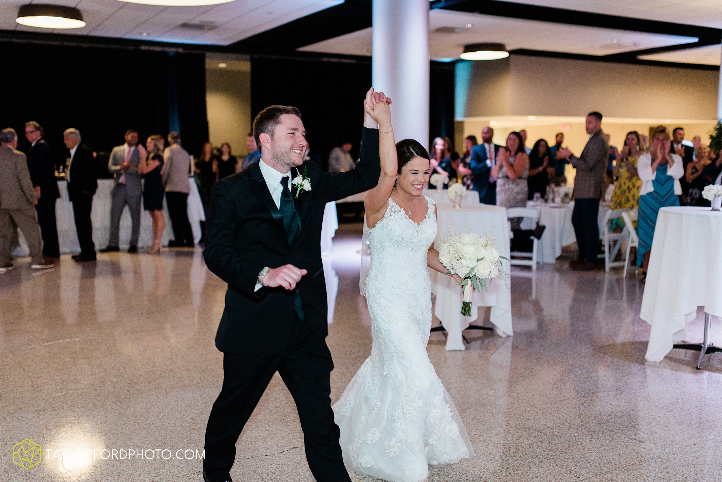sullivan-st-francis-university-performing-arts-center-usf-saint-charles-borromeo-catholic-church-downtown-fort-wayne-indiana-wedding-photography-taylor-ford-hirschy-photographer_3250.jpg