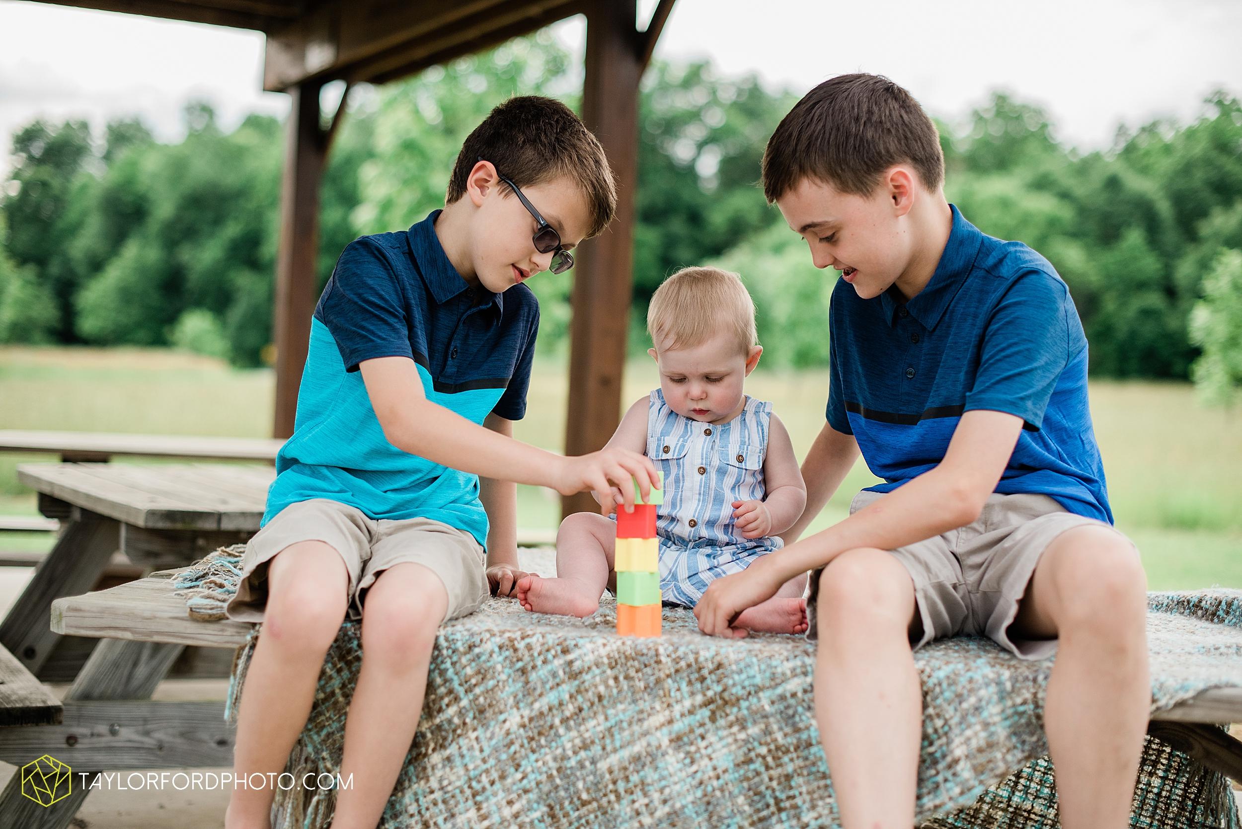 wasserman-family-maternity-summer-photographer-matea-park-leo-fort-wayne-indiana-photography-taylor-ford-hirschy-photographer_3324.jpg