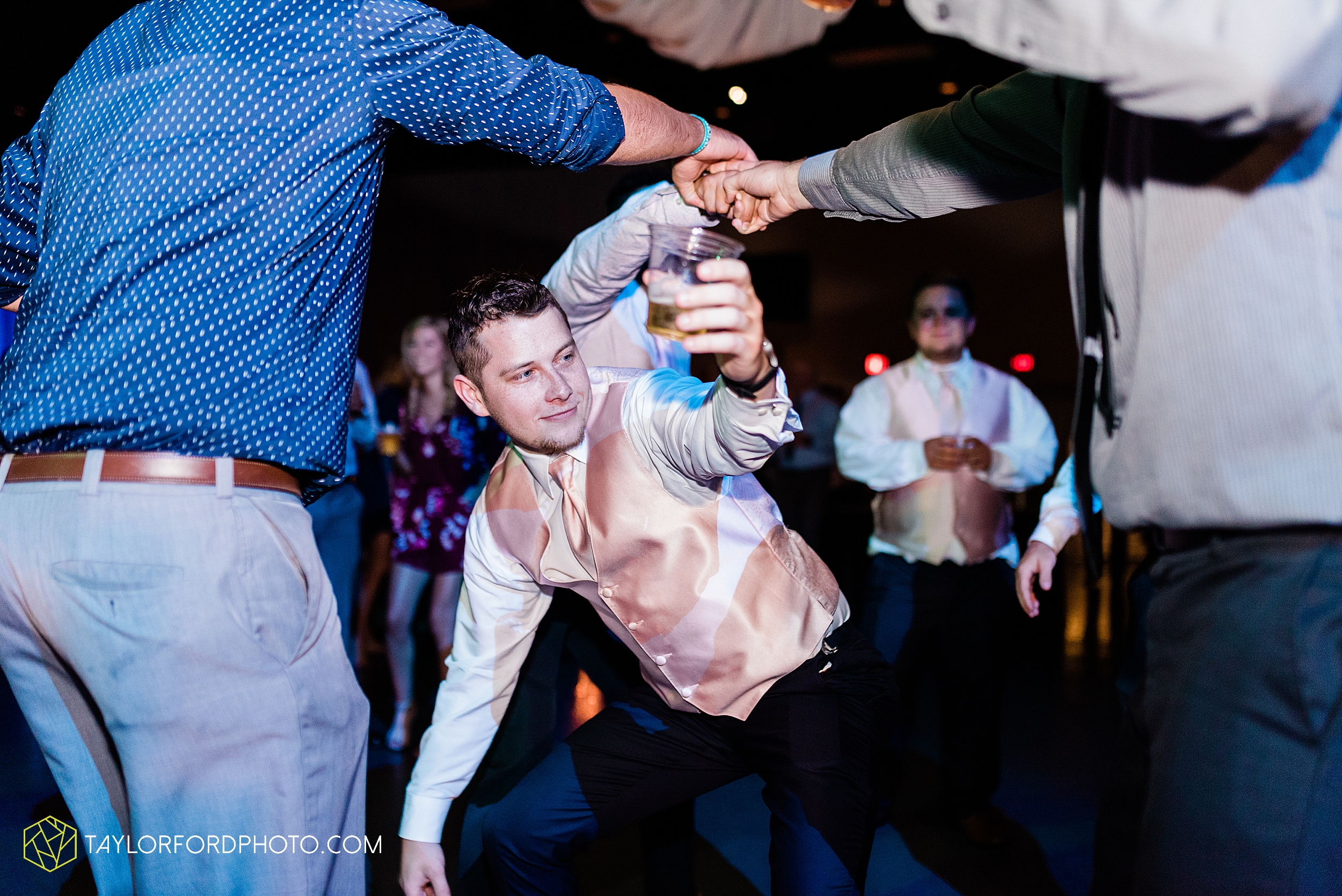 carly-trent-lima-elida-ohio-wedding-the-met-civic-center-reception-immanuel-united-methodist-church-photography-taylor-ford-hirschy-photographer_3391.jpg