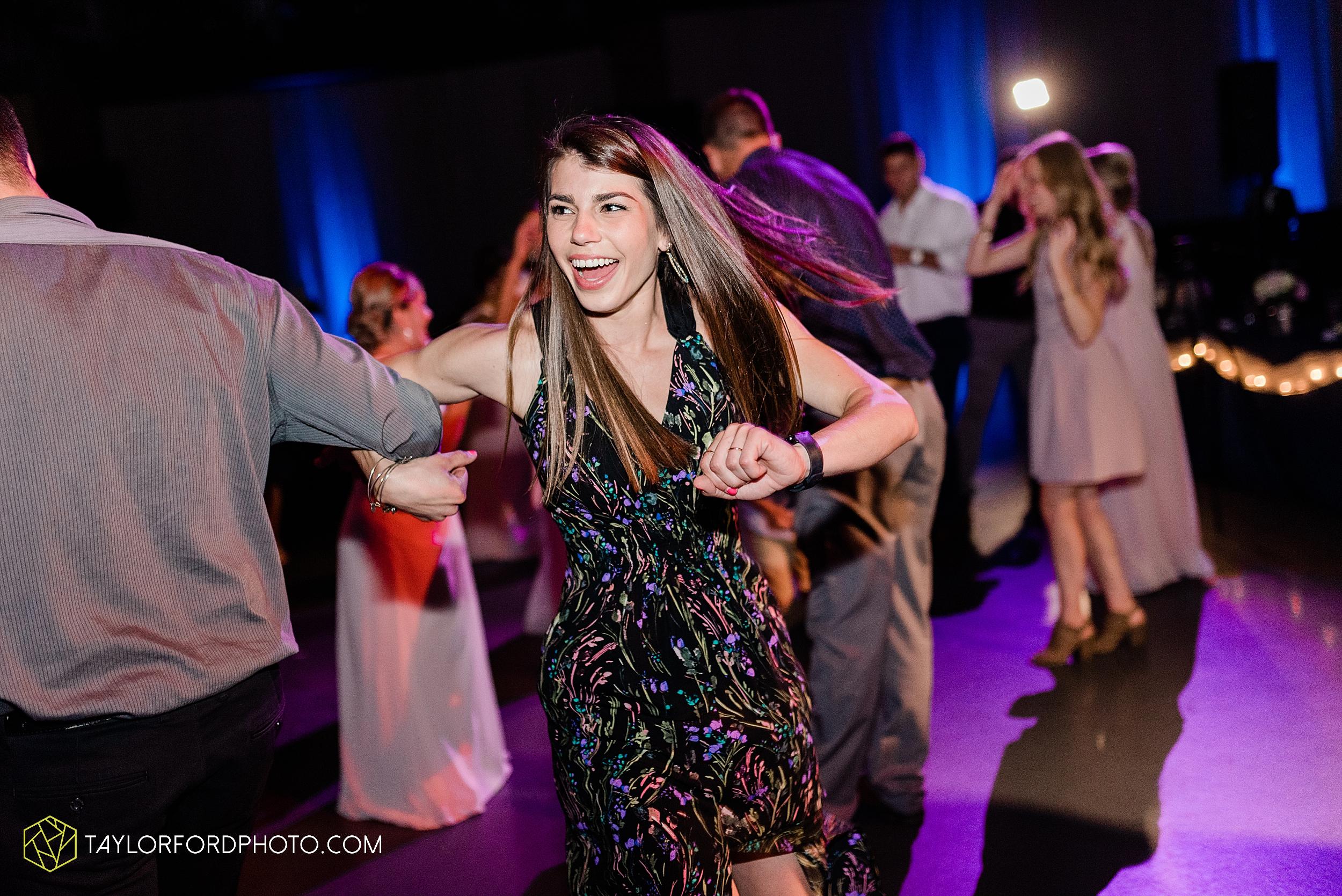carly-trent-lima-elida-ohio-wedding-the-met-civic-center-reception-immanuel-united-methodist-church-photography-taylor-ford-hirschy-photographer_3394.jpg