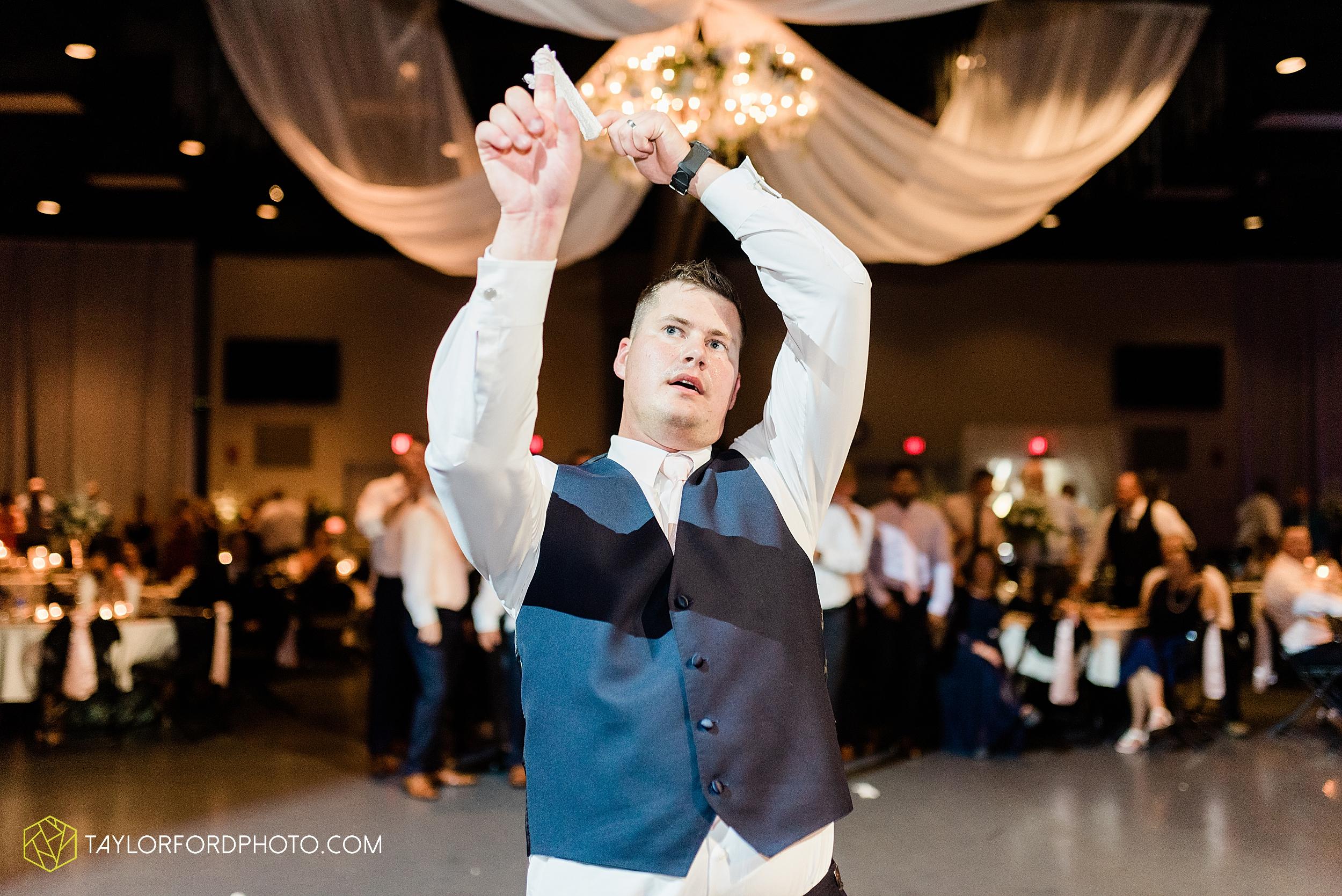 carly-trent-lima-elida-ohio-wedding-the-met-civic-center-reception-immanuel-united-methodist-church-photography-taylor-ford-hirschy-photographer_3402.jpg