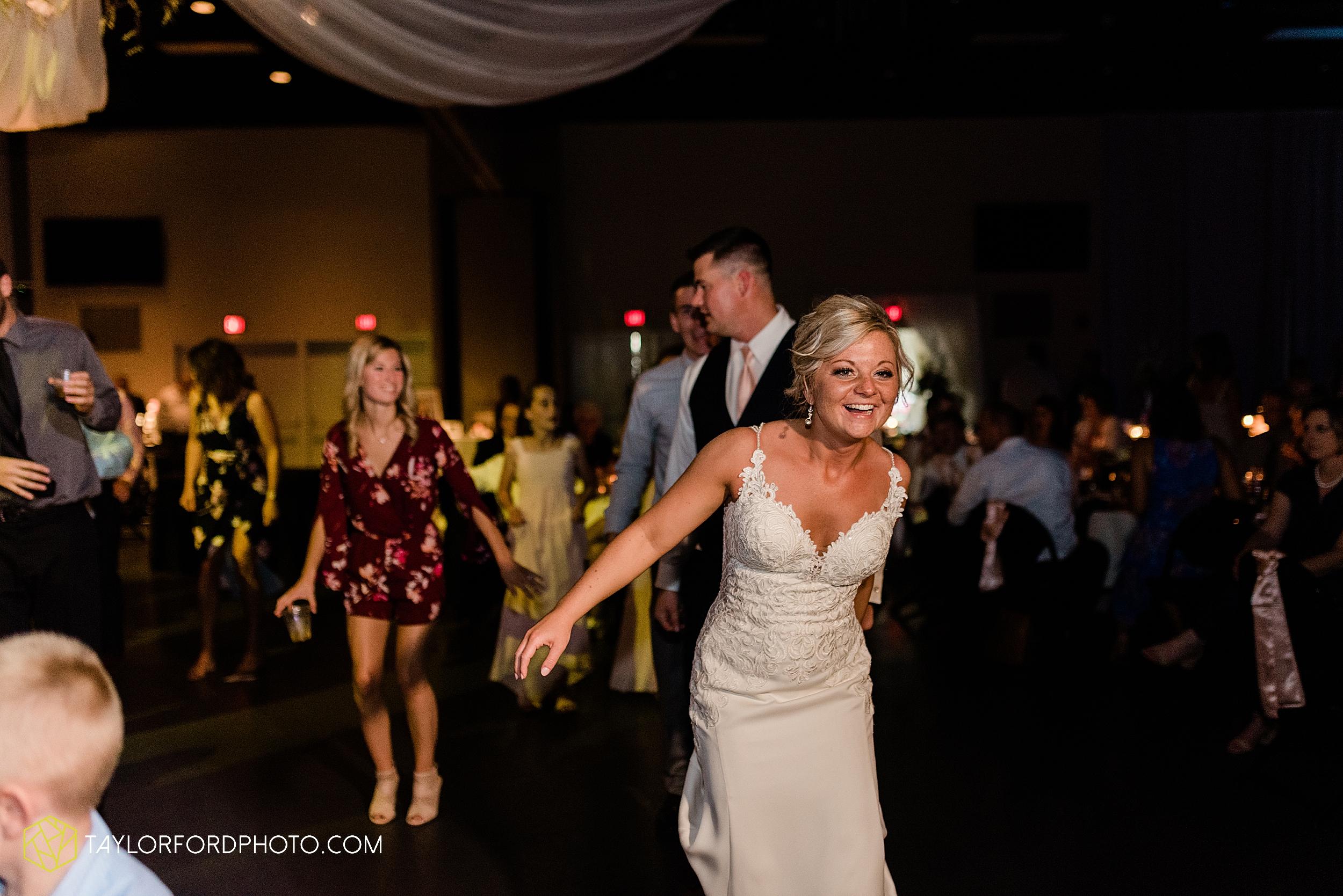 carly-trent-lima-elida-ohio-wedding-the-met-civic-center-reception-immanuel-united-methodist-church-photography-taylor-ford-hirschy-photographer_3405.jpg
