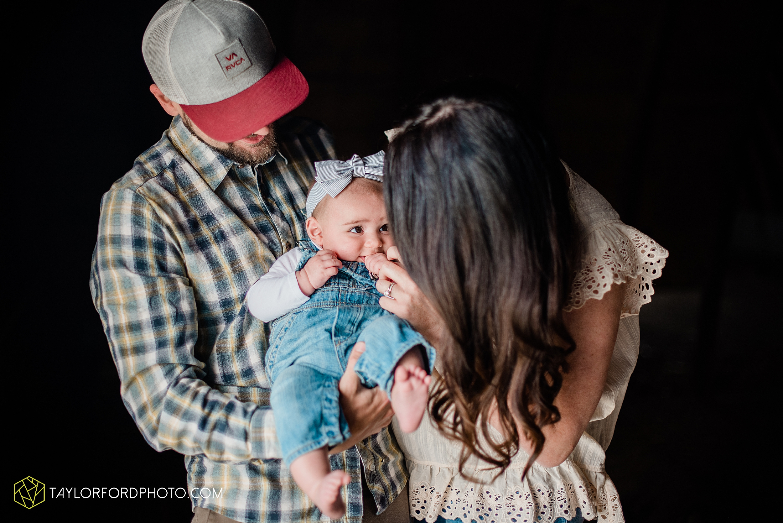 austin-texas-newborn-family-at-home-farm-hiestand-woods-van-wert-county-ohio-farm-family-photography-taylor-ford-hirschy-photographer_3484.jpg