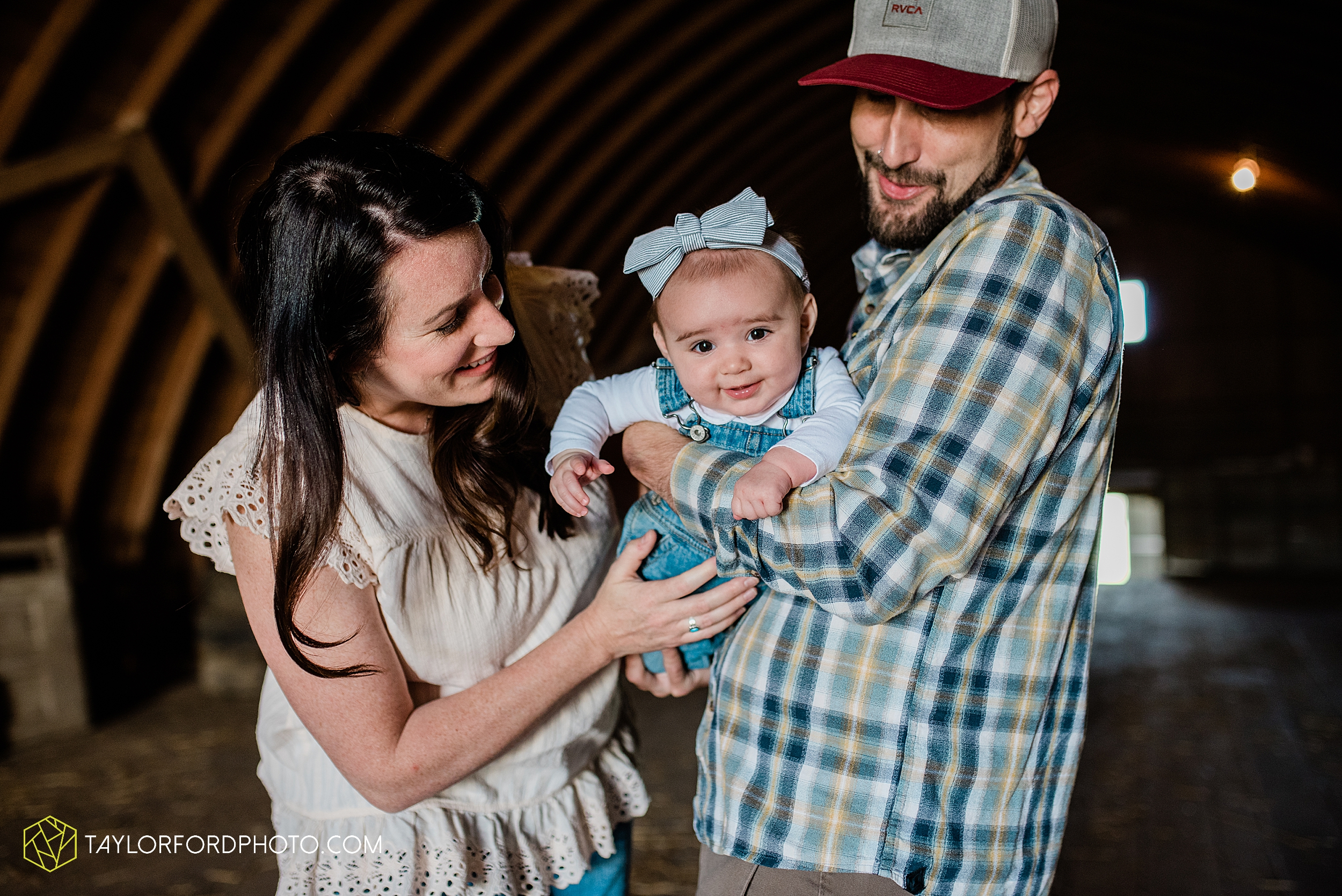 austin-texas-newborn-family-at-home-farm-hiestand-woods-van-wert-county-ohio-farm-family-photography-taylor-ford-hirschy-photographer_3485.jpg