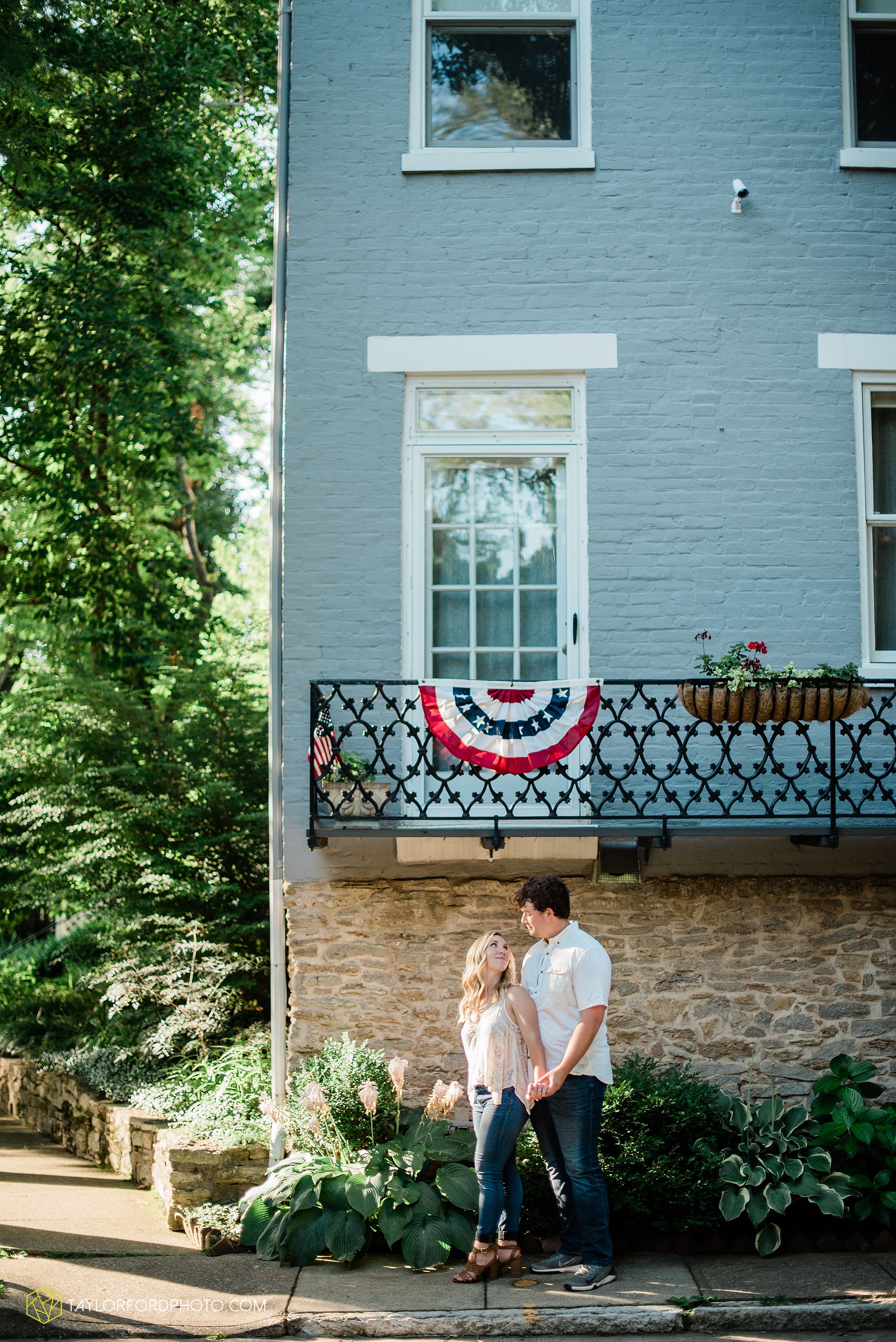 cincinnati-ohio-covington-kentucky-bride-at-home-downtown-engagement-farm-hills-law-enforcement-officer-photography-taylor-ford-hirschy-photographer_3536.jpg