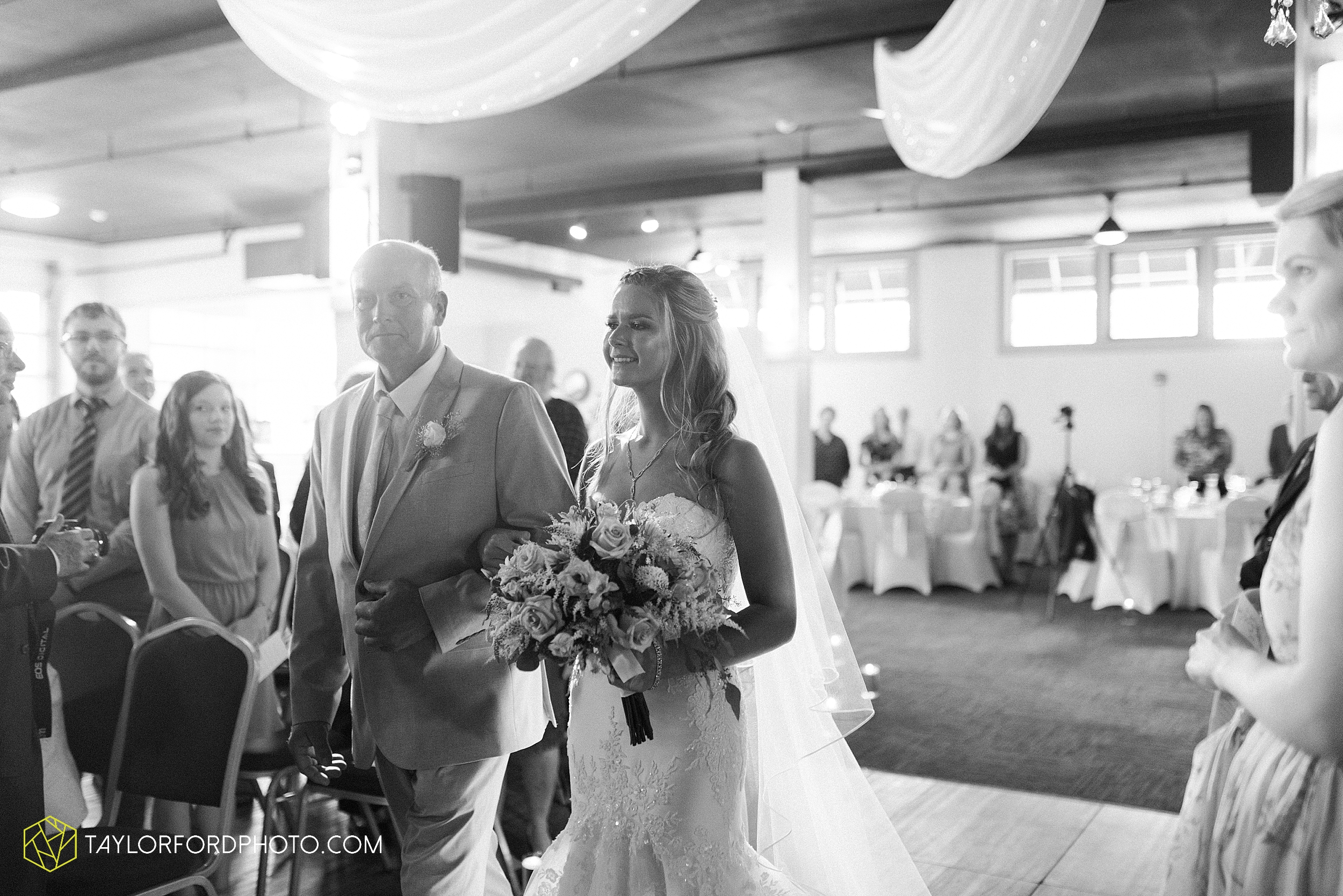 toledo-ohio-wedding-the-park-inn-by-radisson-hotel-art-museum-summit-event-center-photography-taylor-ford-hirschy-photographer_3683.jpg