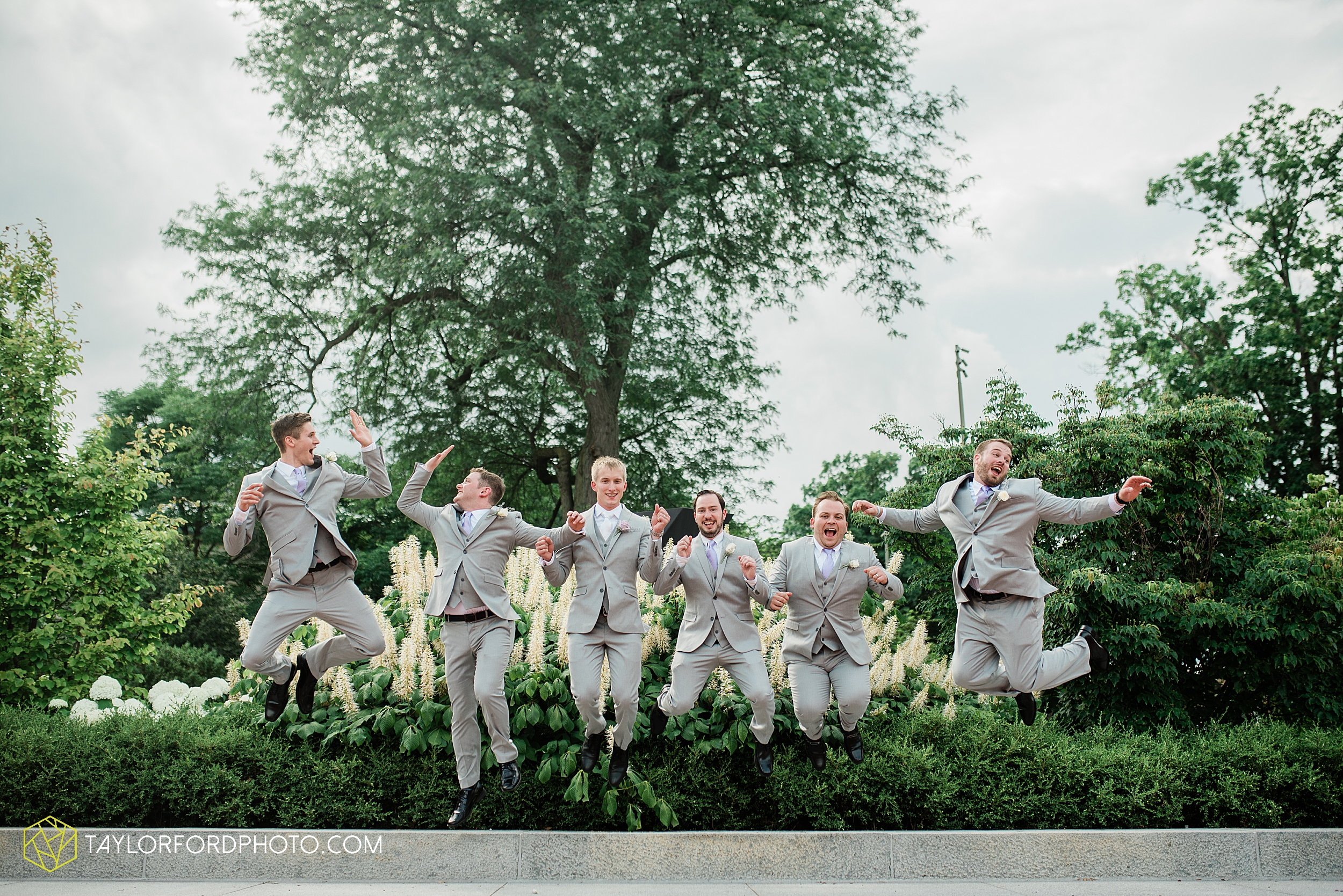 toledo-ohio-wedding-the-park-inn-by-radisson-hotel-art-museum-summit-event-center-photography-taylor-ford-hirschy-photographer_3694.jpg