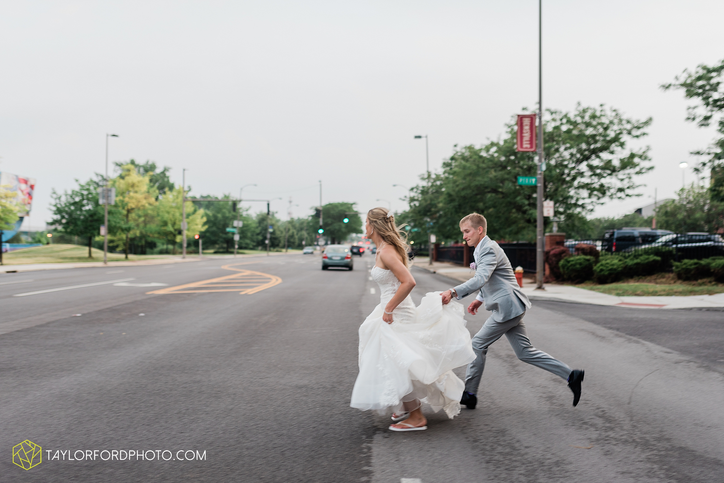 toledo-ohio-wedding-the-park-inn-by-radisson-hotel-art-museum-summit-event-center-photography-taylor-ford-hirschy-photographer_3702.jpg