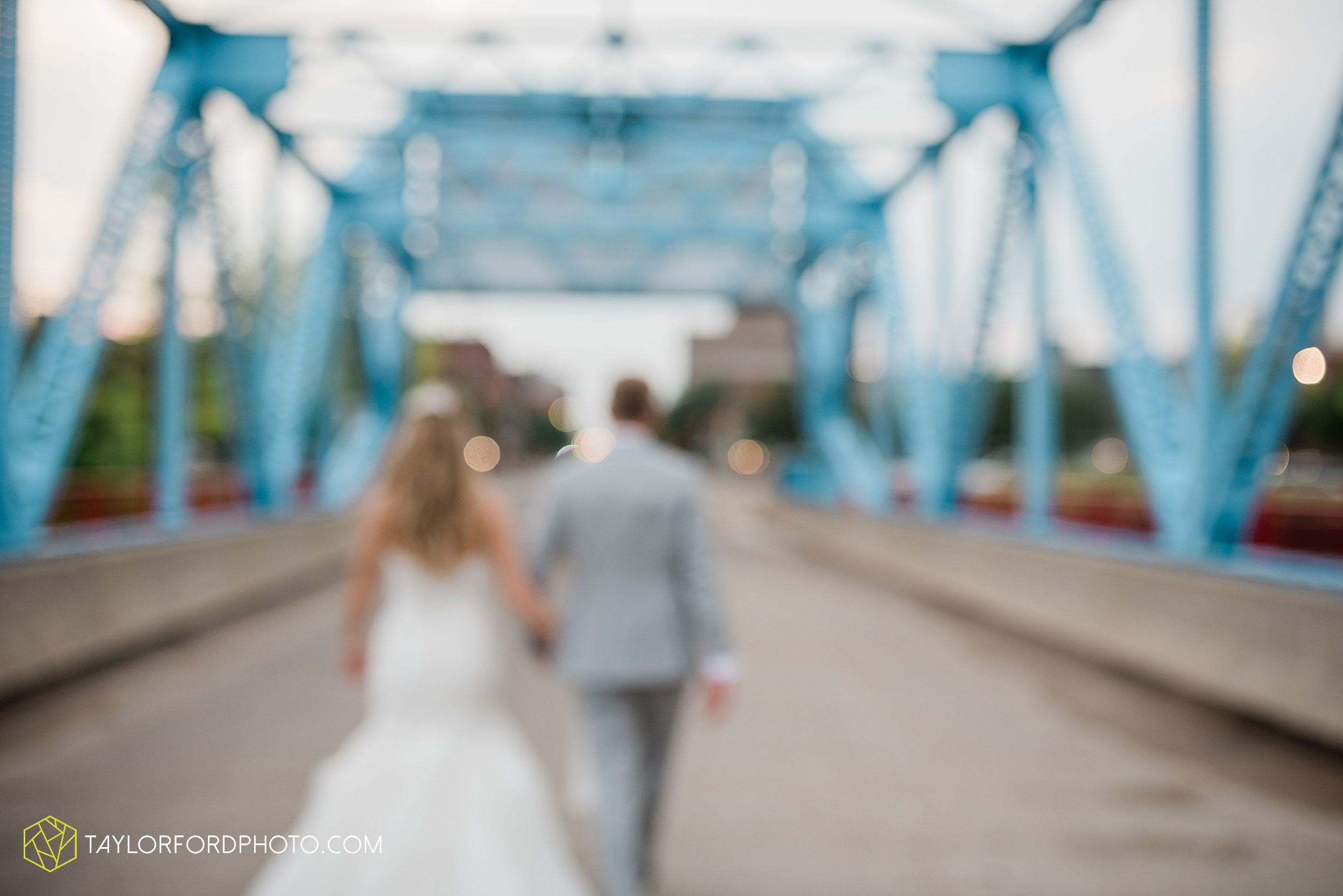 toledo-ohio-wedding-the-park-inn-by-radisson-hotel-art-museum-summit-event-center-photography-taylor-ford-hirschy-photographer_3704.jpg