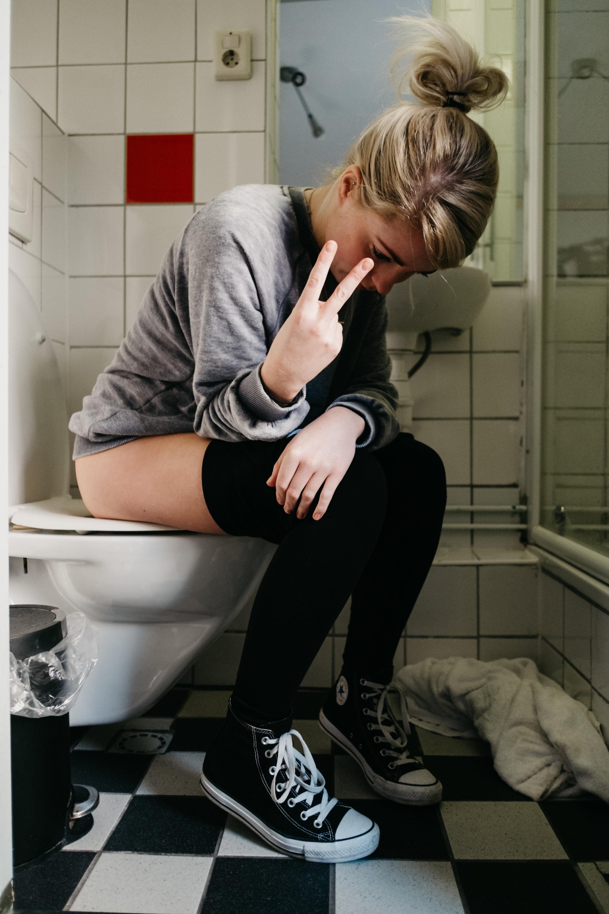 woman-on-toilet