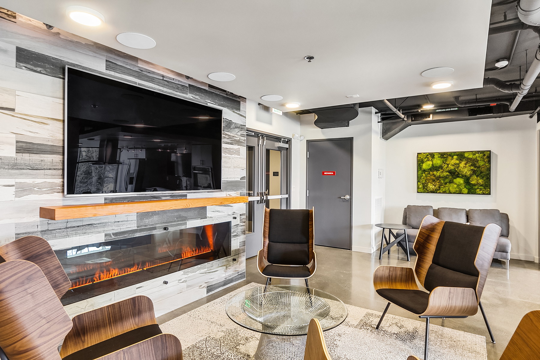 Amenity Lounge
