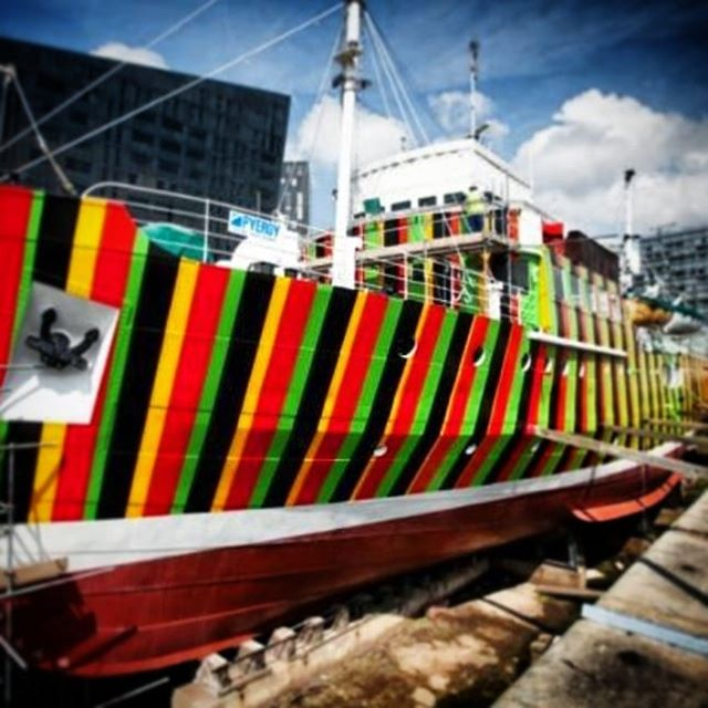 We are deeply saddened by the passing of Maestro Carlos Cruz-Diez (1923-2019), Venezuelan artist, pioneer of kinetic art. We celebrate his brilliant and prolific career on the first day of his eternal existence. RIP. Image: Induction Chromatique à Double Fréquence pour l'Edmund Gardner Ship, commissioned by Liverpool Biennial, Tate Liverpool and 14-18 NOW, 2014.  #carloscruzdiez #latamart #venezuela🇻🇪 #venezuela #ateliercruzdiez #ateliercruzdiezparis #kineticart #cruzdiez