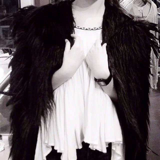 Faux fur Feather for a fantastic night😍🍷🍴@aelldesign #fynapparel #oneofthekind #cape #fauxfur #feathers #black #fashion #fashiondesigner #pdxfashion #portland