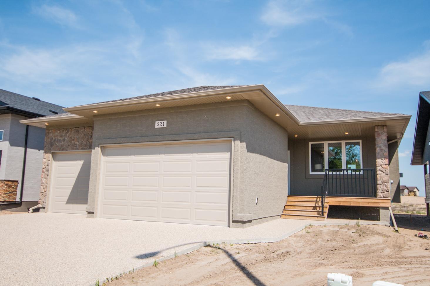 321 Butte Street - Exterior - Pilot Butte - Regina Home Builder
