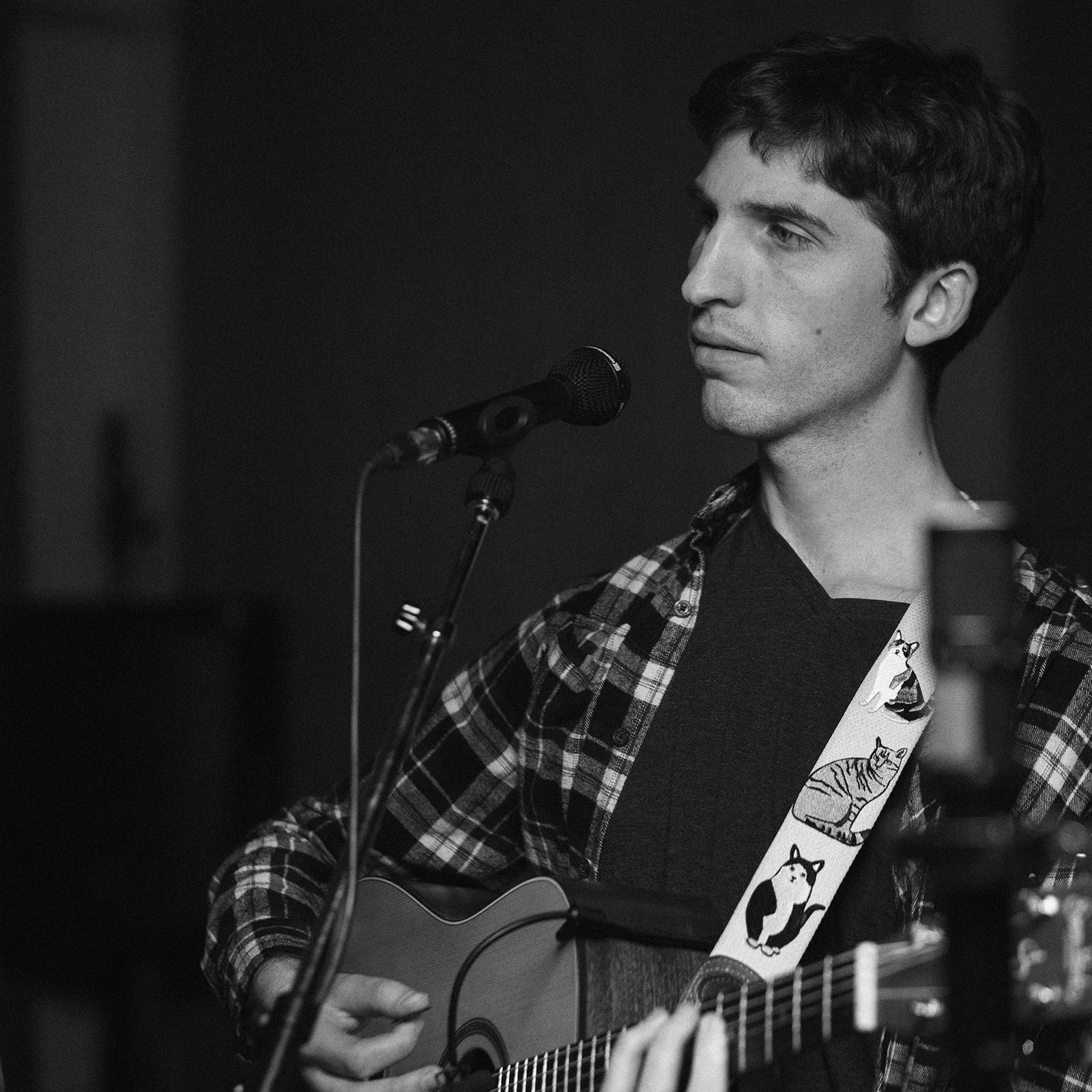 Jesse Popeski  Vocals, Guitar