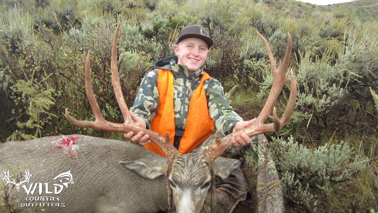utah buck mule deer hunt (4).jpg