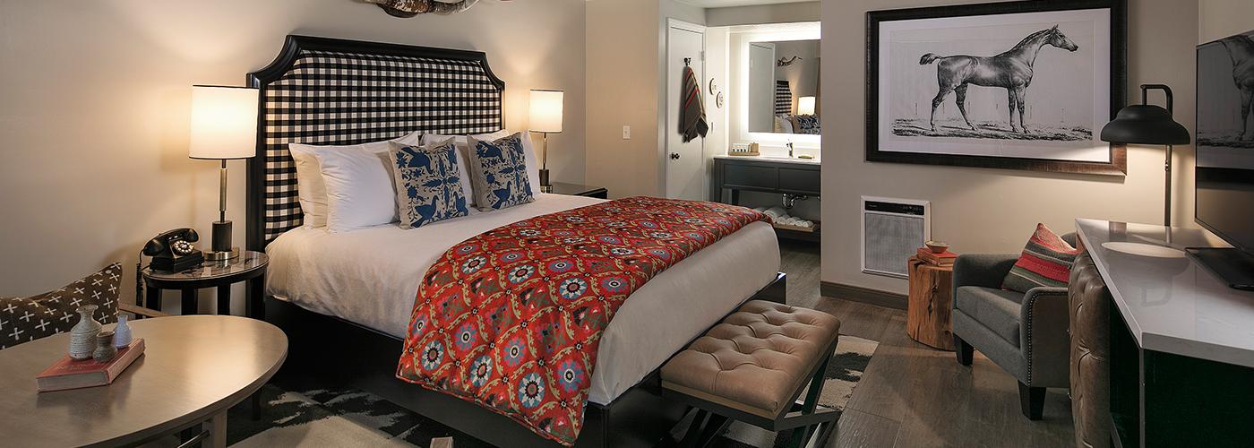Ranch_hotel_on_central_california_coast.jpg