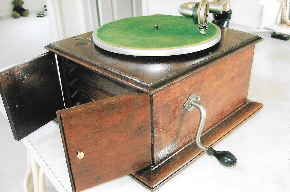 Bill Working-Phonograph3.jpeg