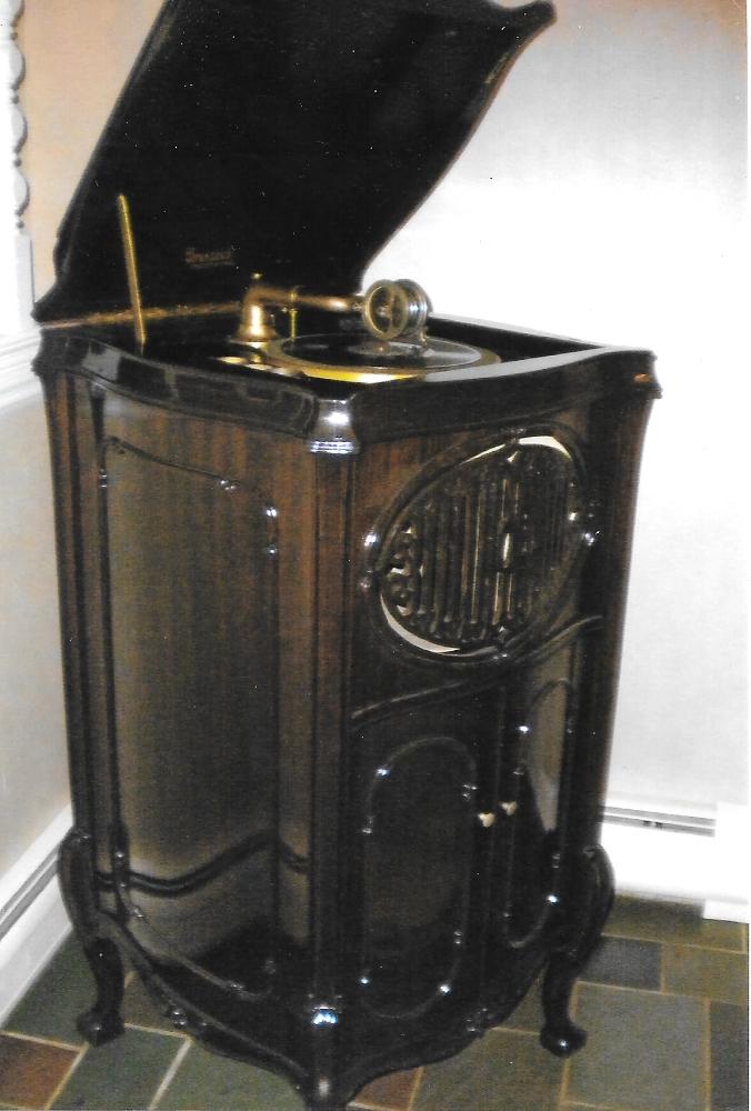 Phonograph-Standing.jpeg