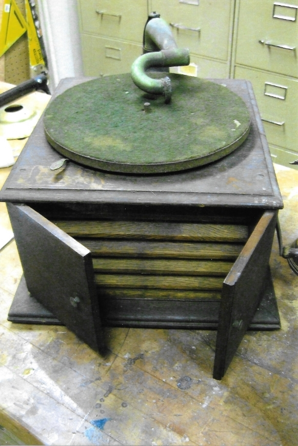 Phonograph-Victor-1 1.jpeg