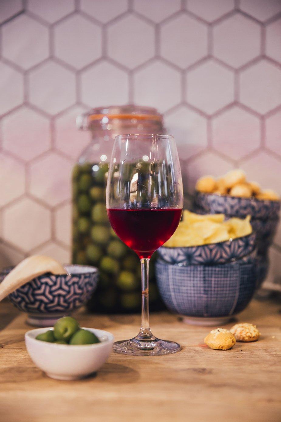 red-wine-in-kitchen_925x.jpg