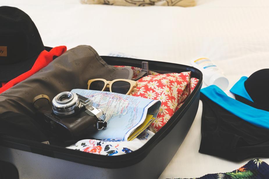 holiday-suitcase_925x.jpg
