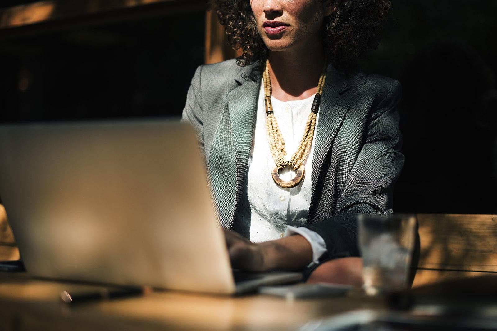 Businesswoman_working_at_table_(Unsplash).jpg
