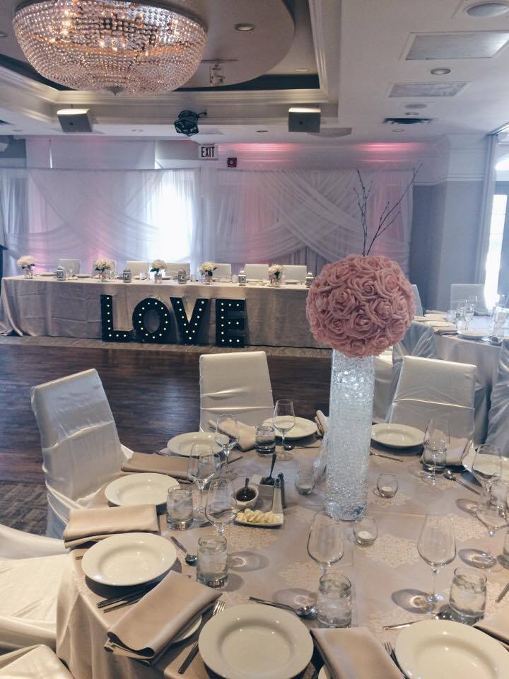LOVE Sign and Head Table | Evelyn's Decorating