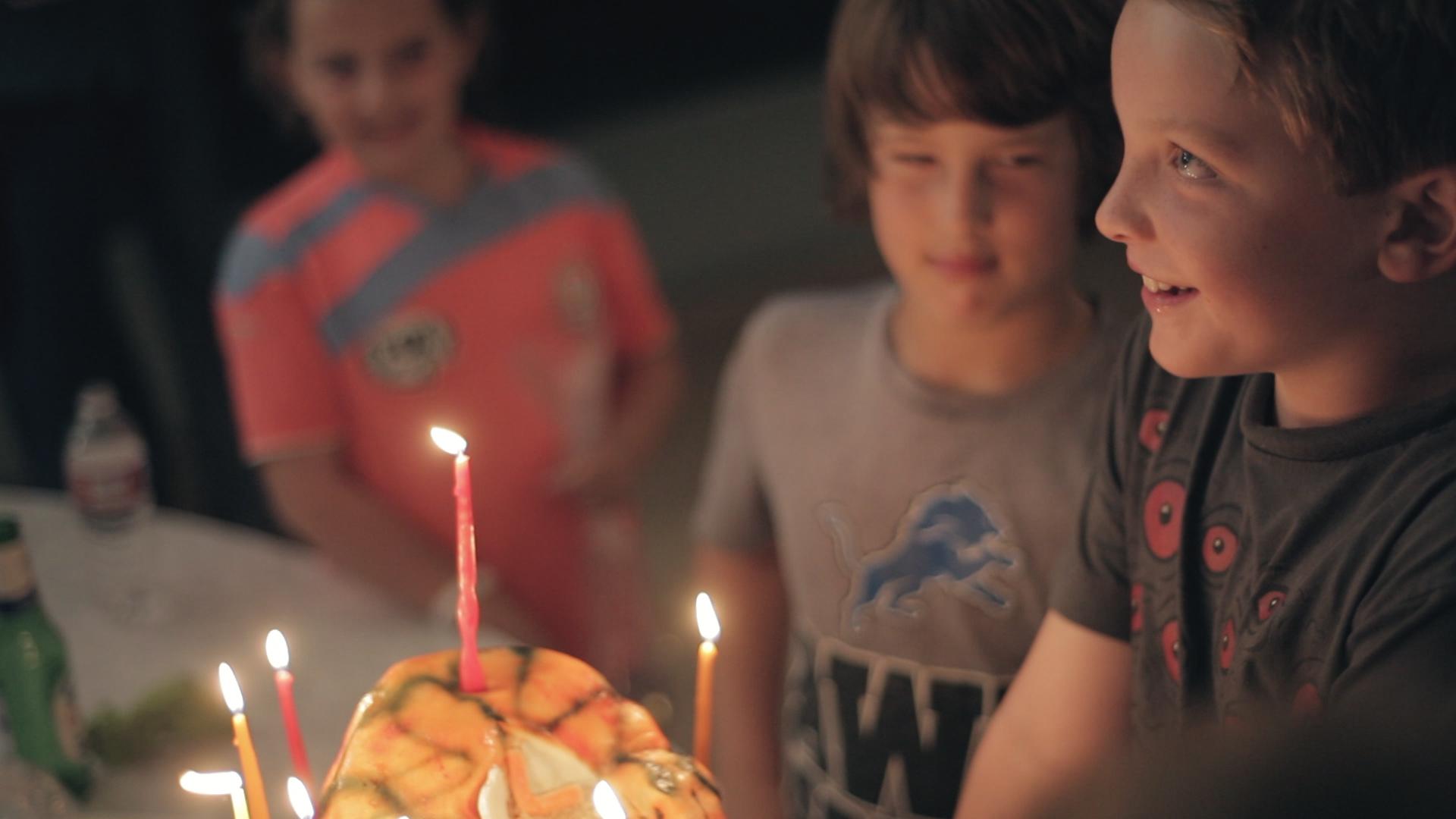 woodwalk-communigift-los angeles-birthday-party-boy-cake-candle