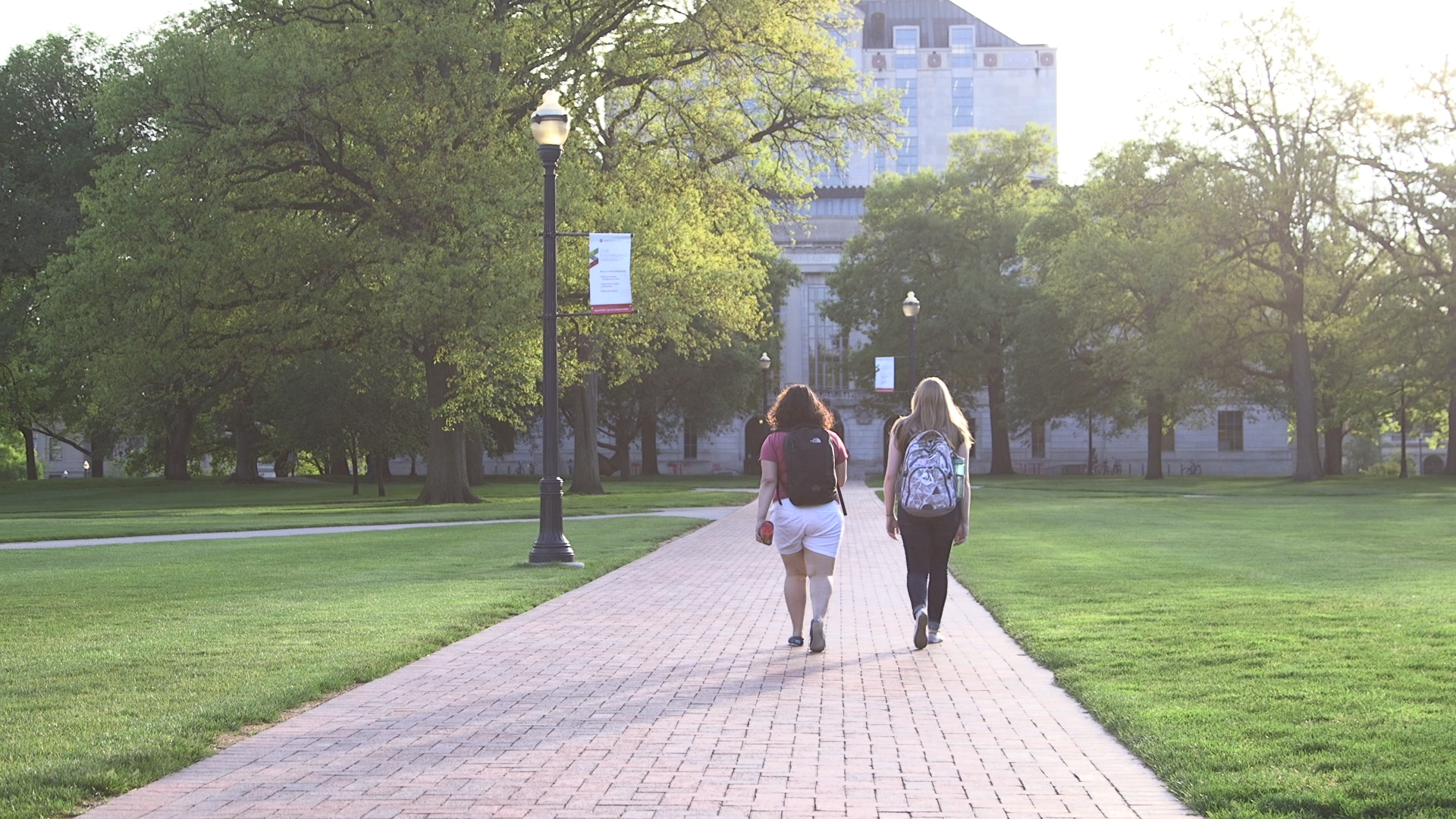 college students walking on Ohio campus