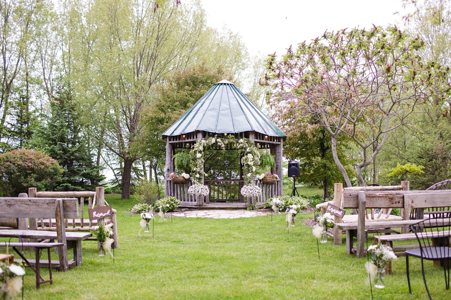 barn-wedding-rustic-wedding-lazaro-gown-tremblay-farms-ontario-farm-wedding_0042
