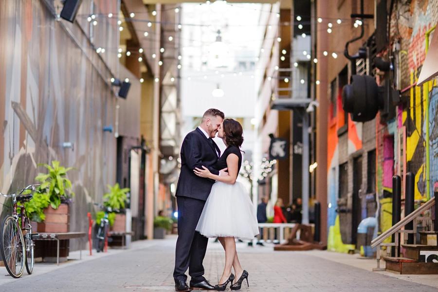detroit-engagement-art-alley-stylish-couple-detroit-weddings-eryn-shea-photography_0005