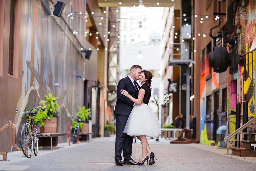detroit-engagement-art-alley-stylish-couple-detroit-weddings-eryn-shea-photography_0010