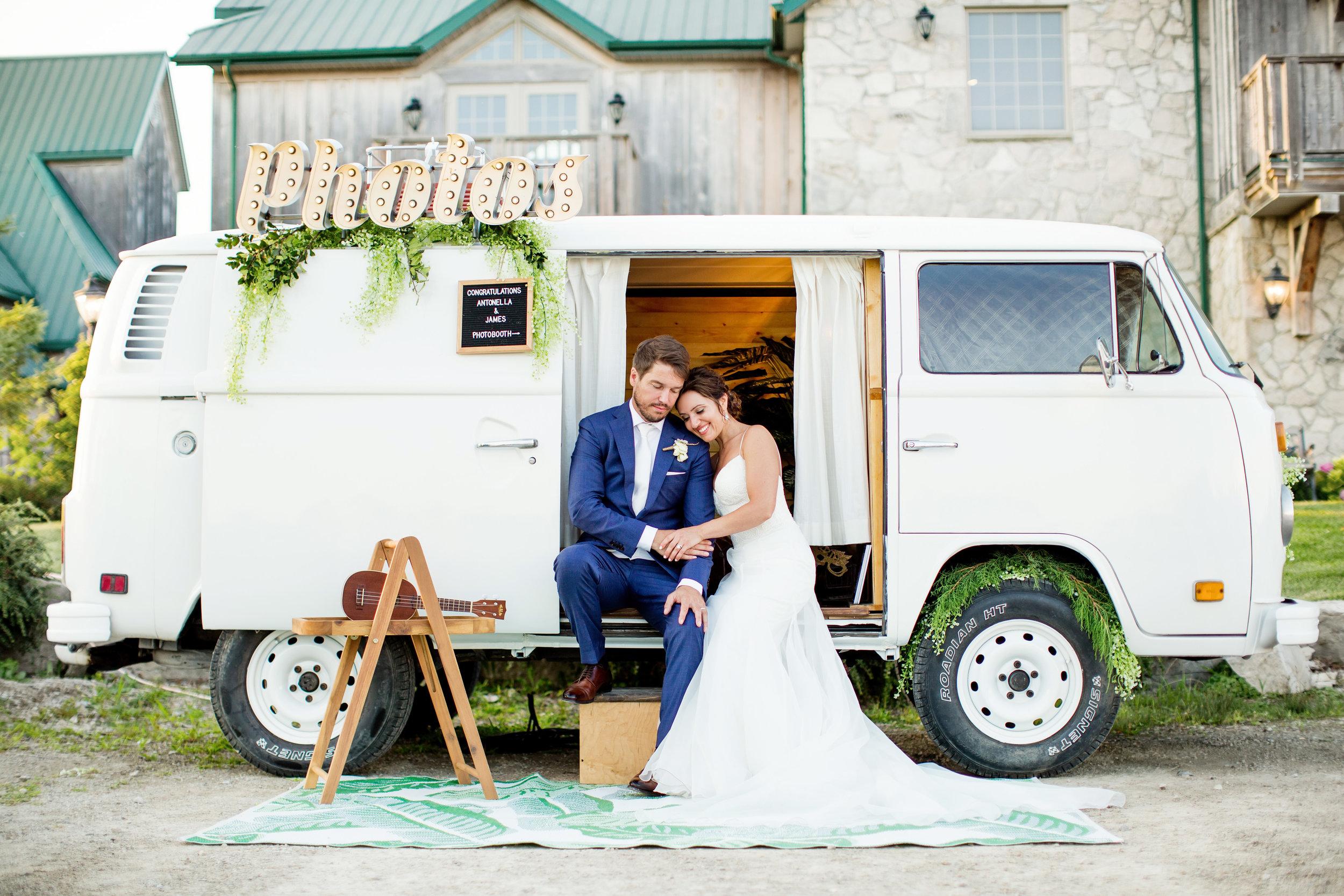 stylish-wedding-photography-windsor-toronto-ontario-wedding-photographer-winery-eryn-shea-photography-01.jpg