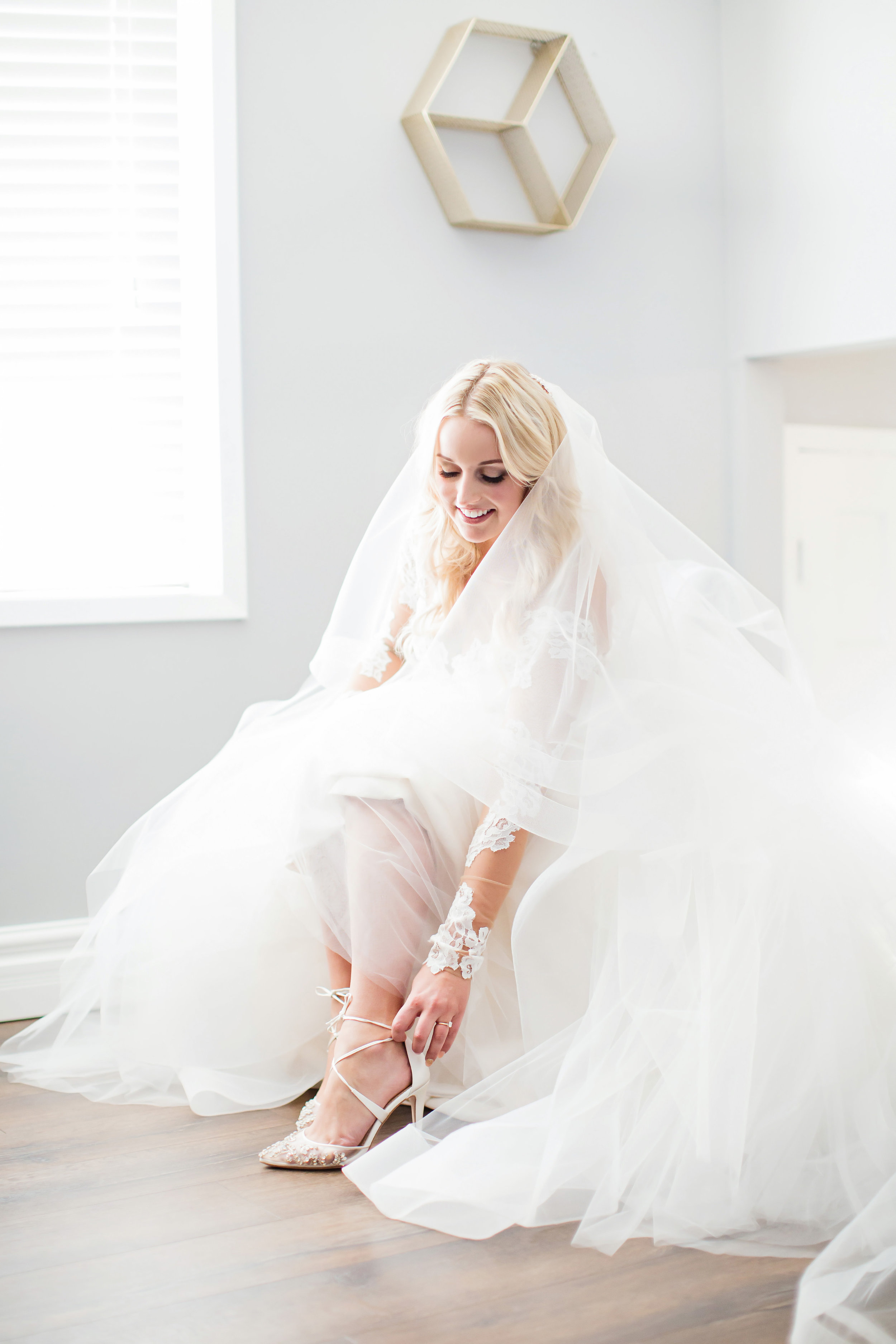 stylish-wedding-photography-windsor-toronto-ontario-wedding-photographer-winery-eryn-shea-photography-08.jpg