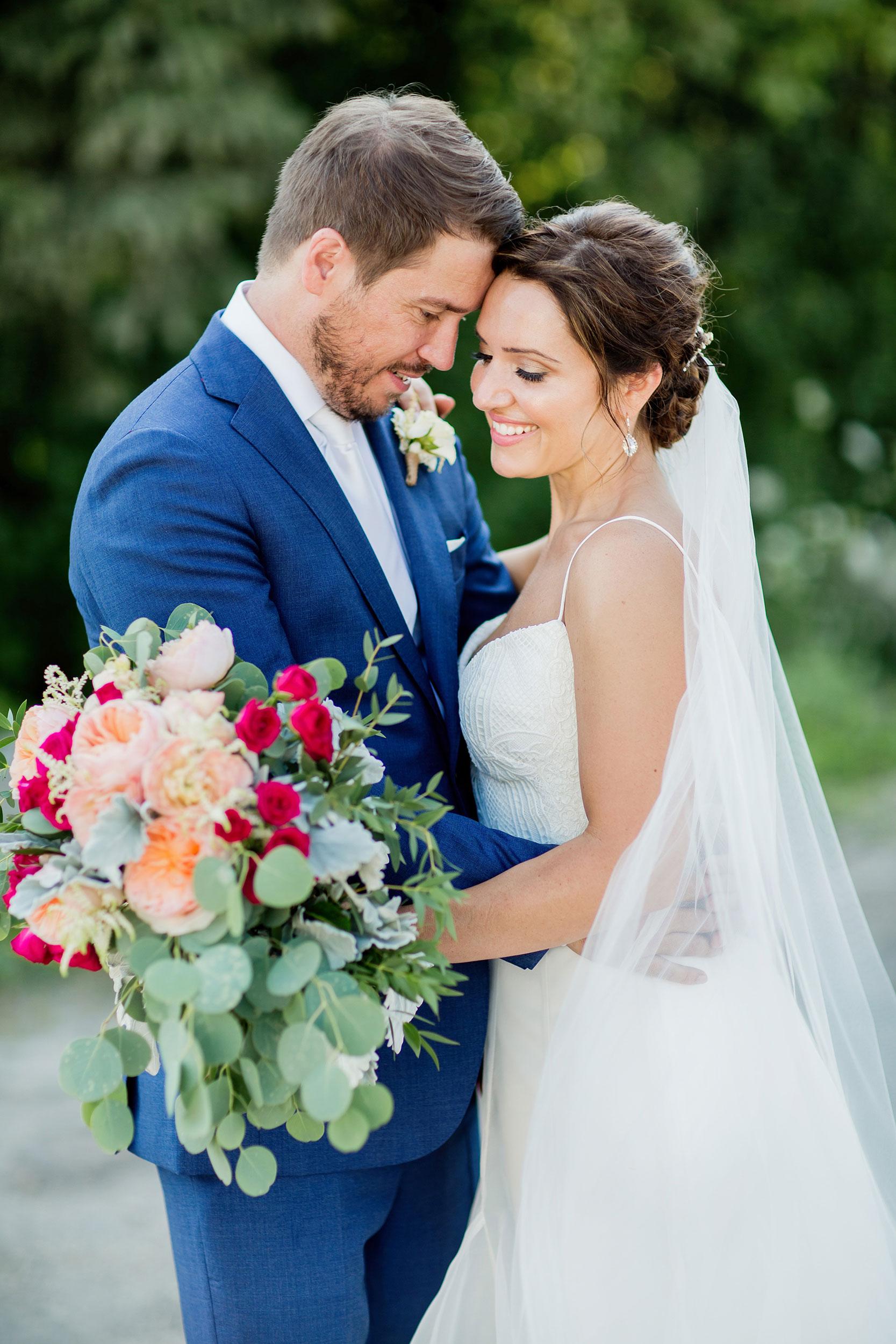 stylish-wedding-photography-windsor-toronto-ontario-wedding-photographer-sprucewood-winery-eryn-shea-photography-36.JPG
