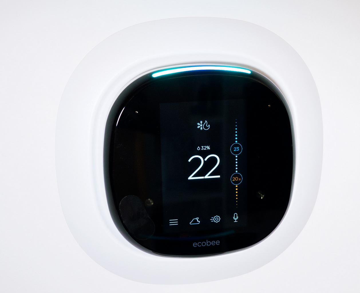 Ecobee_4_Smart_Thermostat_with_built-in_Alexa_wall_mount.PNG