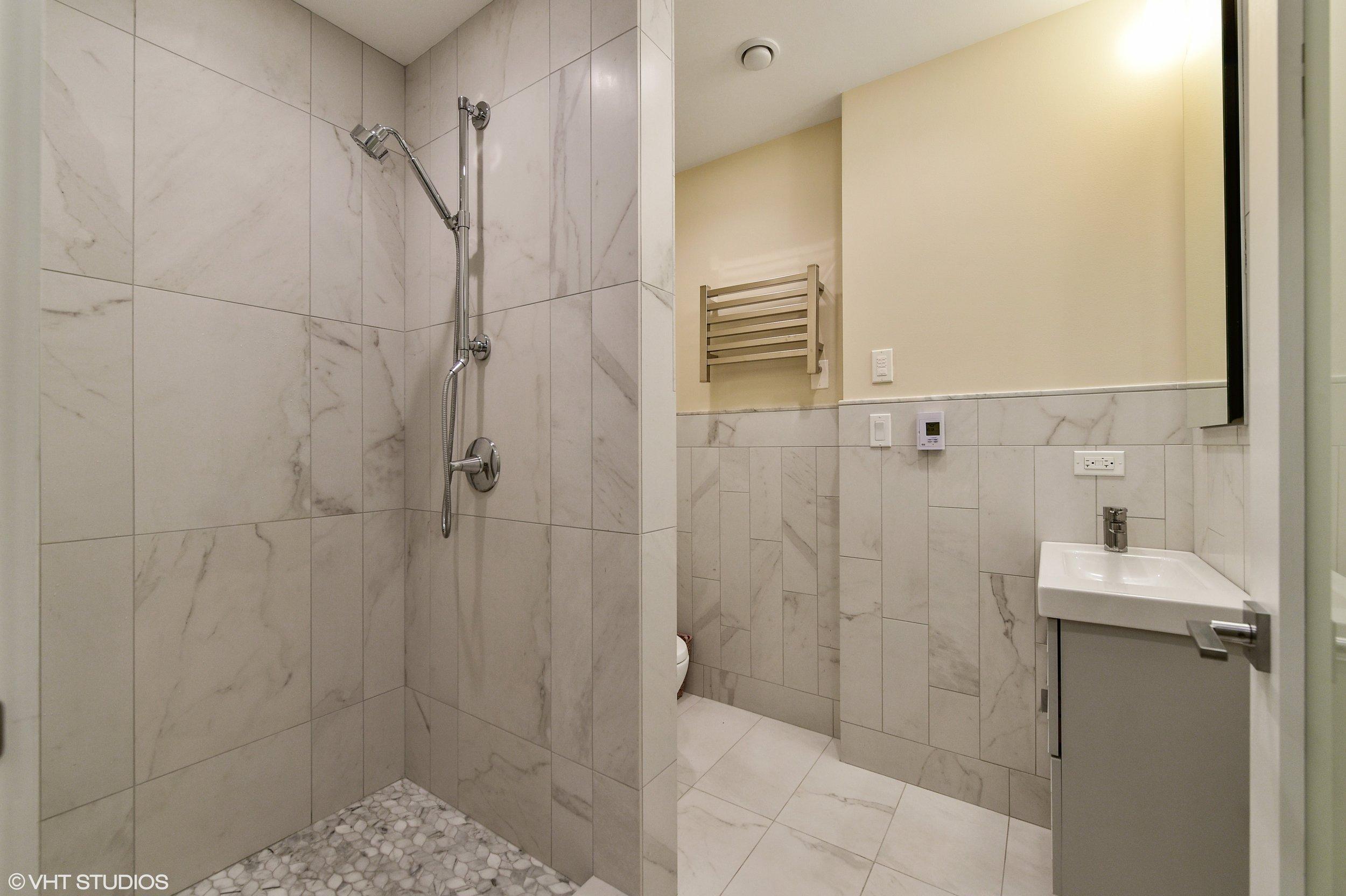 13_5485SEllisAve_8002_Bathroom_HiRes.jpg