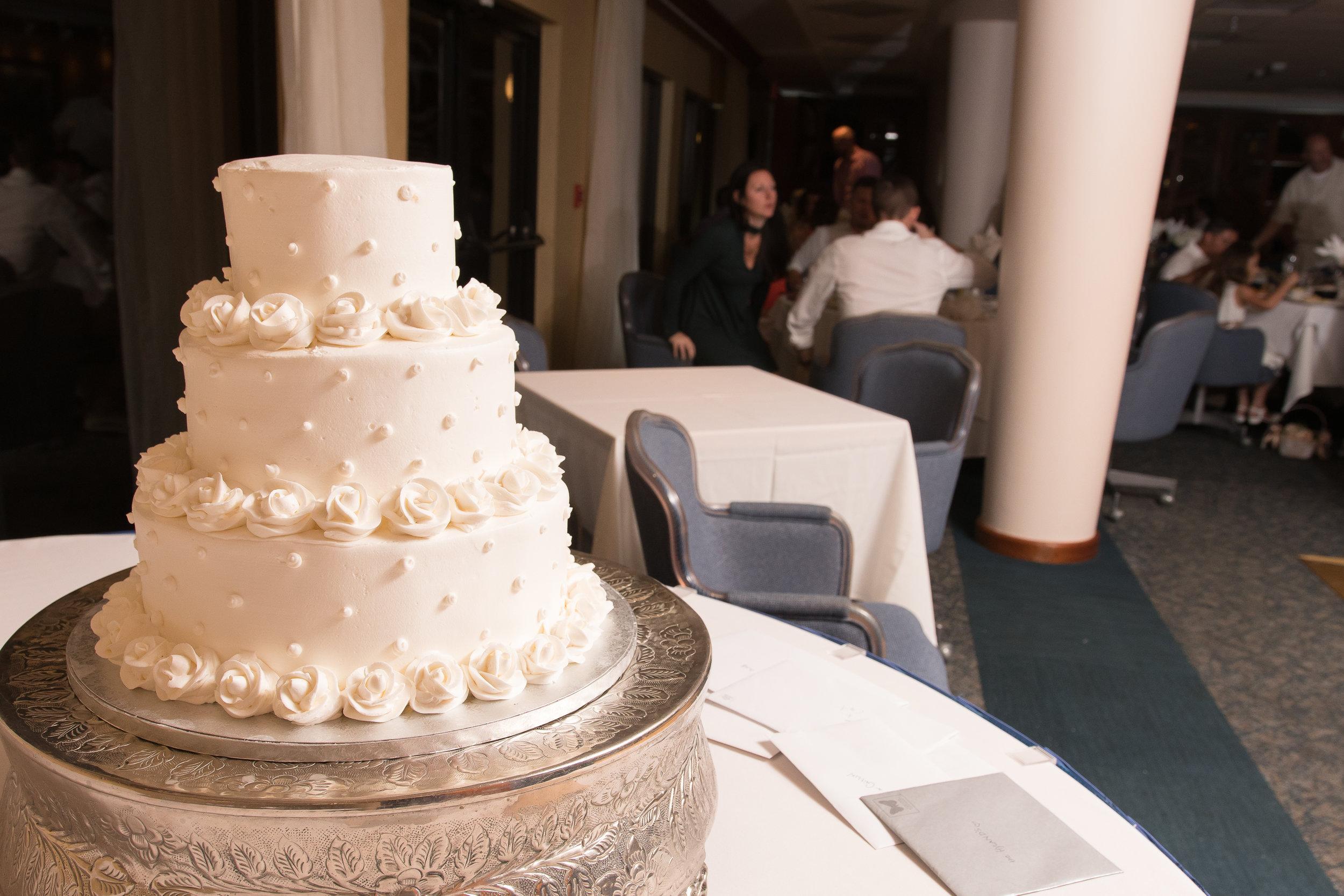 St.Petersburg wedding photographer, St.Pete wedding, Beach wedding, Beach wedding photographer, Tampa wedding photographer, Mir Salgado Photography, wedding cake