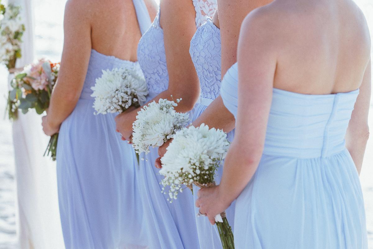 bridesmaids-flowers-beach