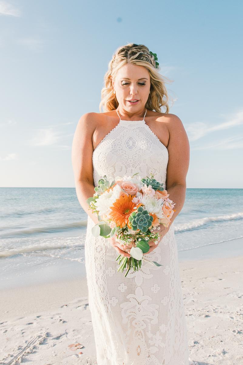 beach-wedding, bride-photo, beach-wedding-bouquet