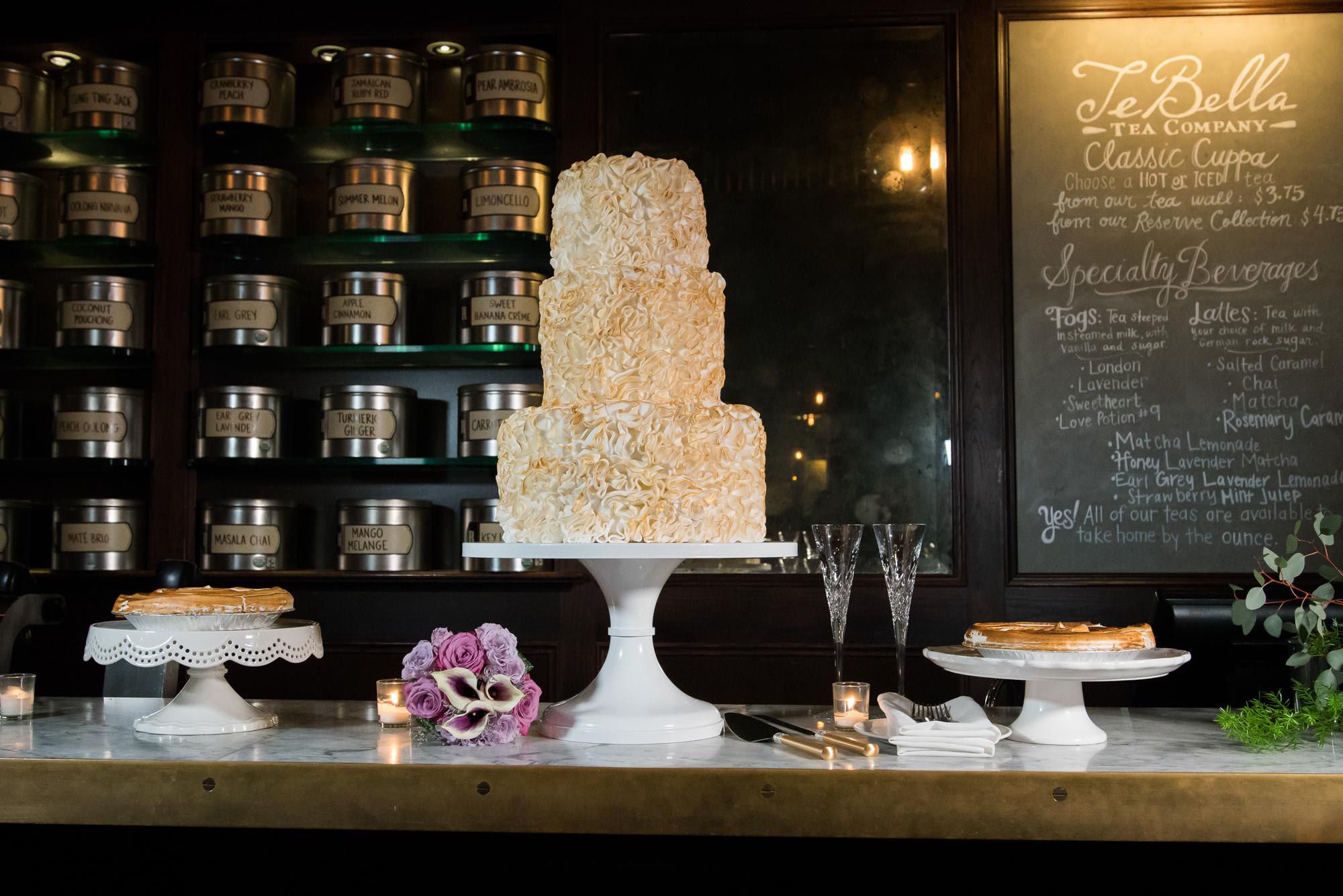 Oxford-Exchange-wedding-cake-photo