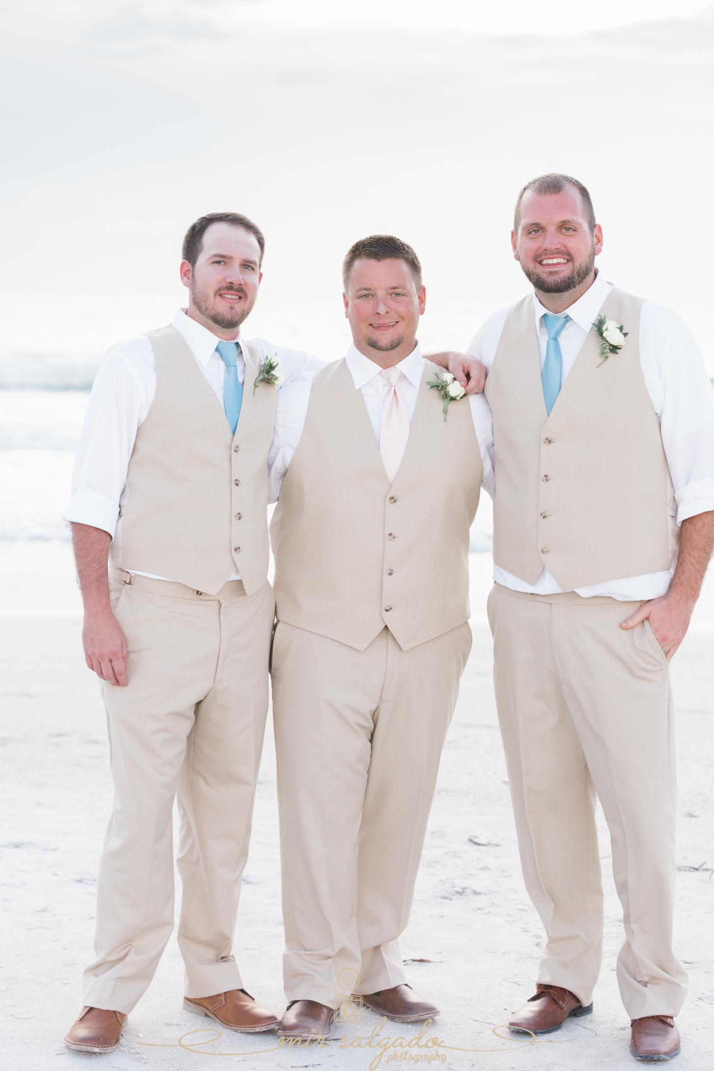 groom-and-groomsmen-wedding-photo, beach-wedding