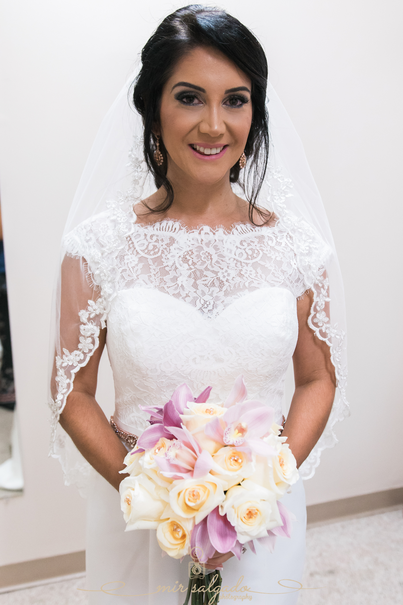 bride-getting-ready-photo, Bok-tower-gardens-wedding, Tampa-wedding-photographer