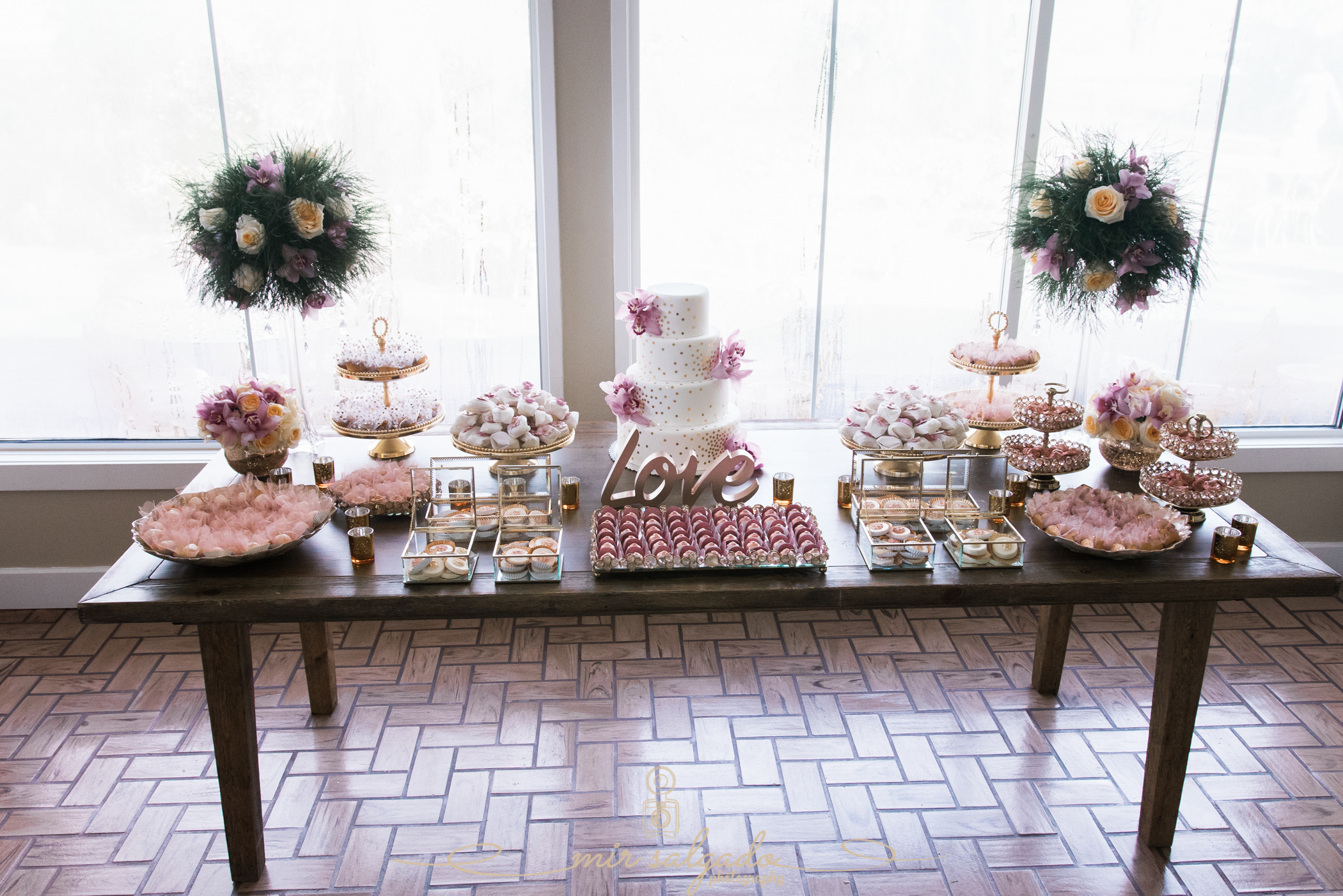 Sweet-table-photo, golden-pin-decoration-photo,